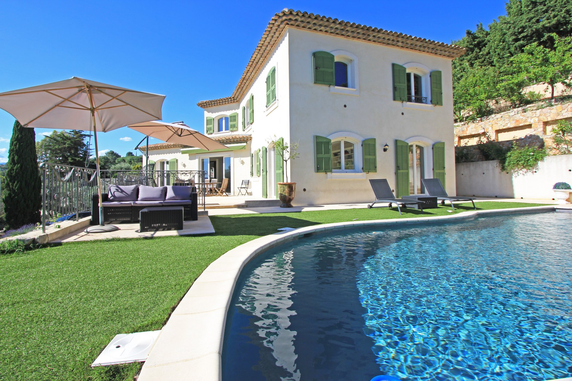 Beautiful villa with swimming pool for sale in Le Cannet