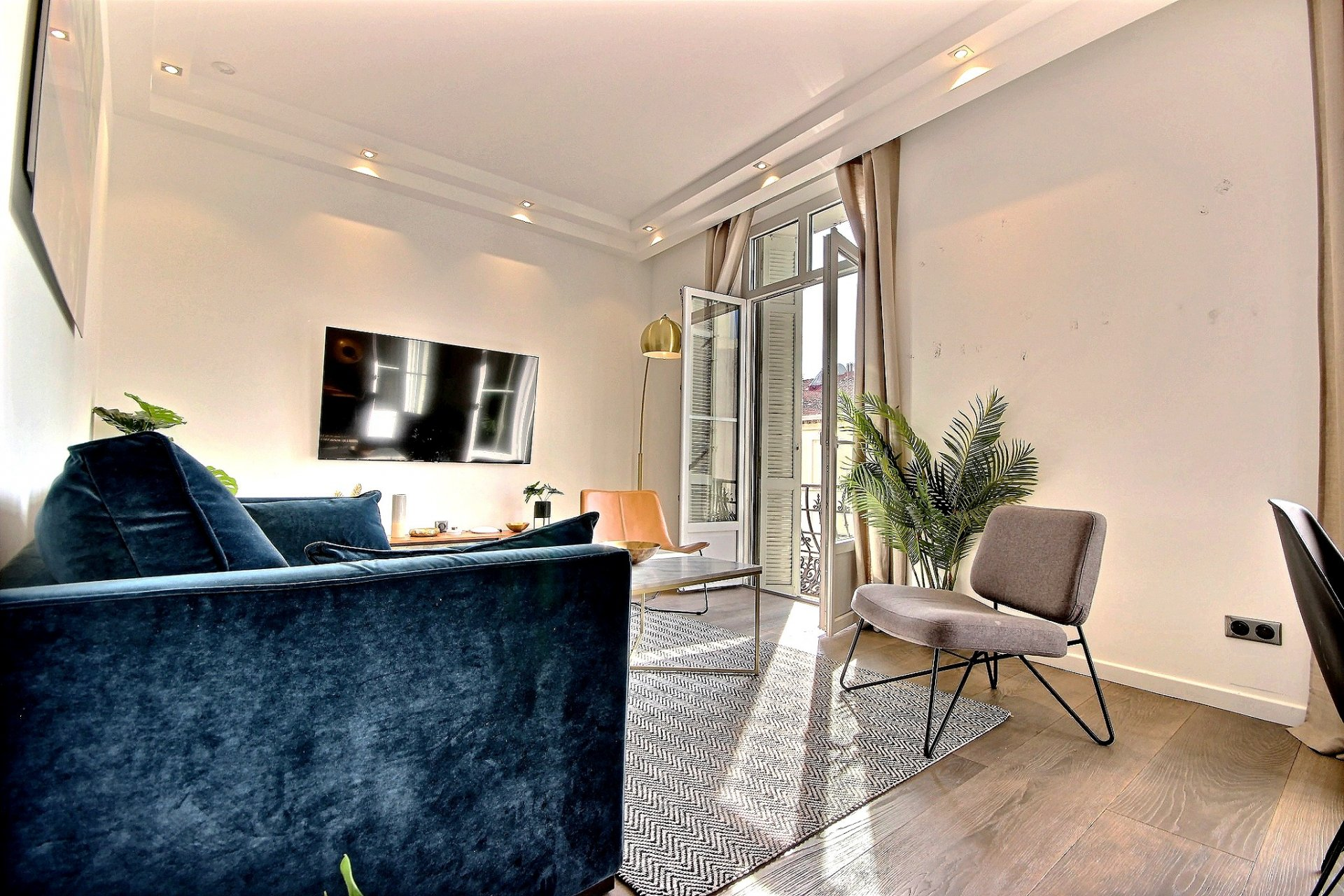 Beautiful Bourgeois apartment for sale with high ceiling in Cannes Banane