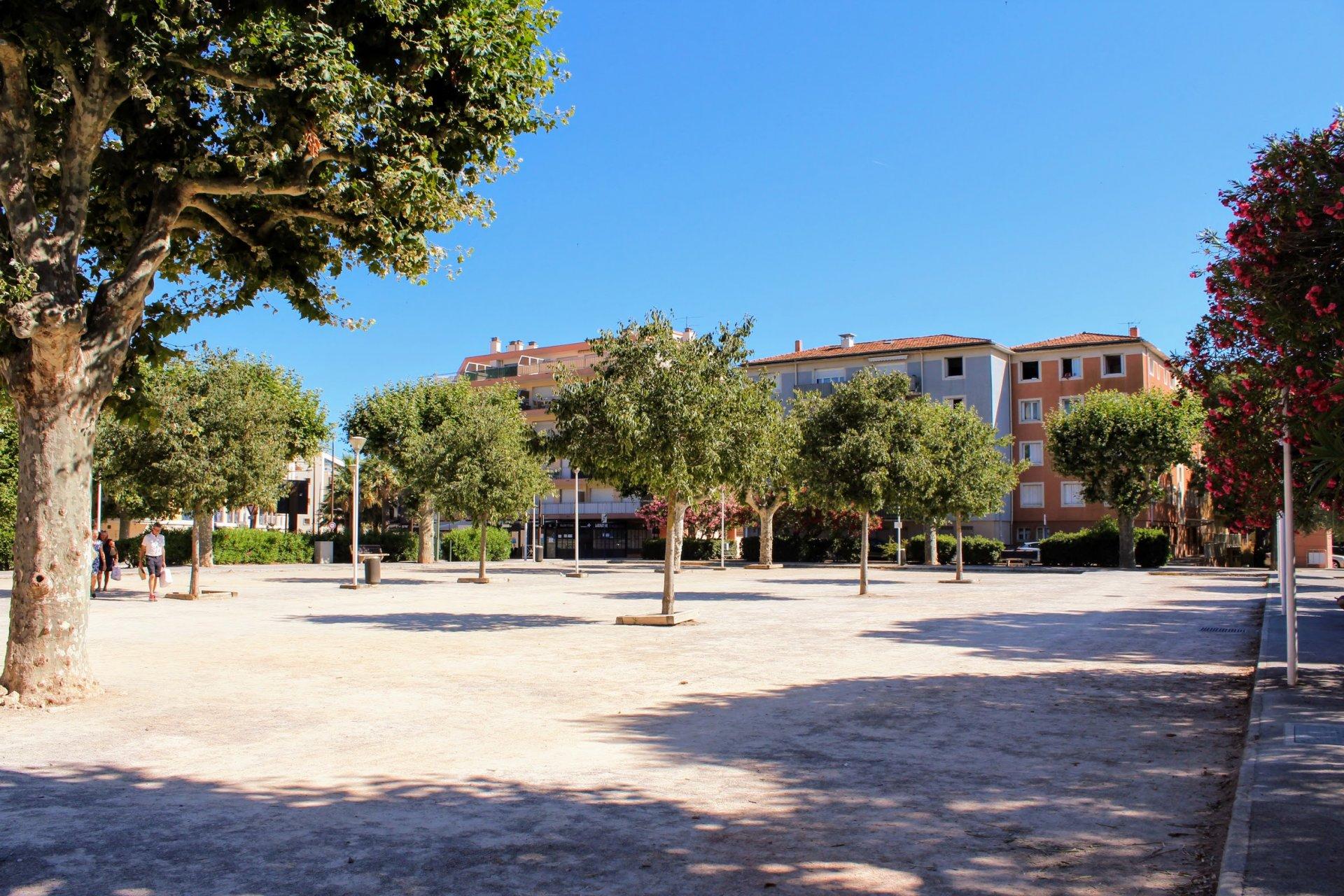 Charmant T3, place du marché, plein centre & plage - Ste Maxime