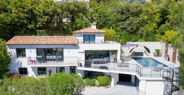 Villa with sea view for sale in Cannes