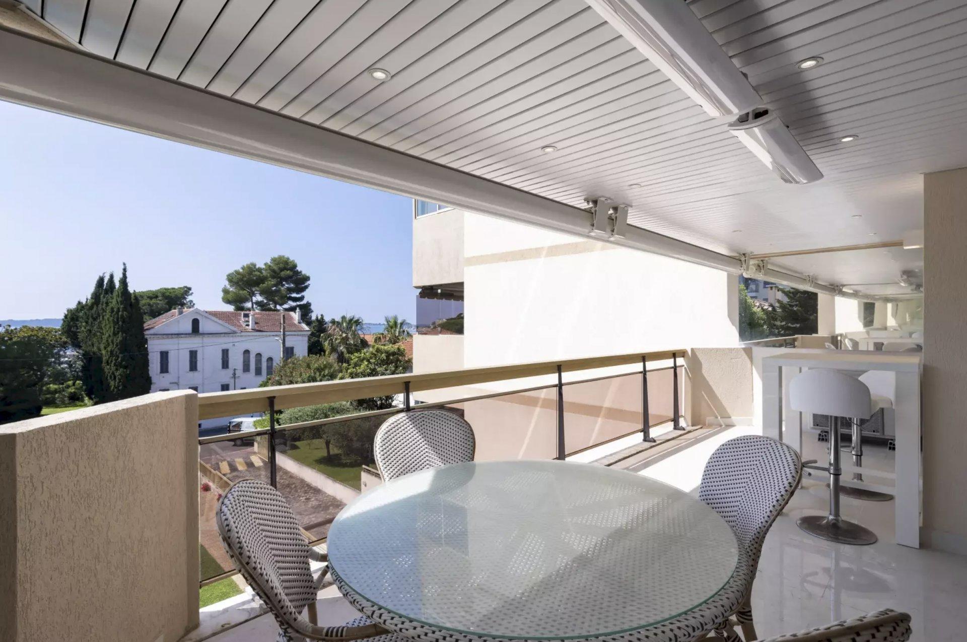RARE Cannes Palm Beach /Croisette 4P rénové bel  aperçu mer