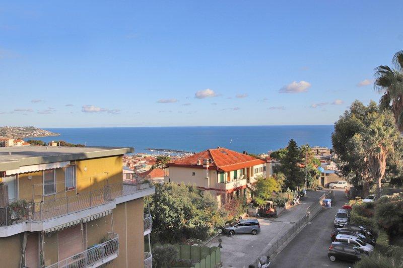 3:a med stor terrass och havsutsikt