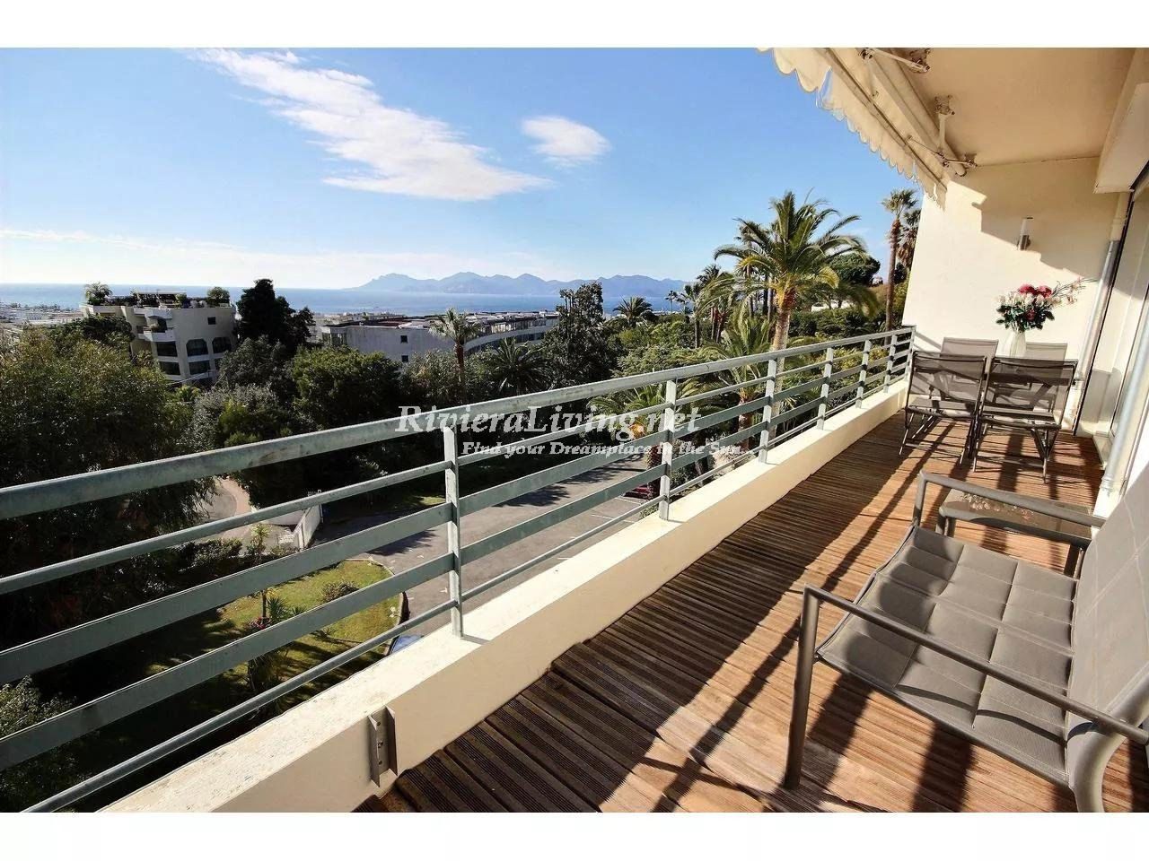 CANNES CALIFORNIE --- Roi Albert apartment 96 m² for sale with sea view