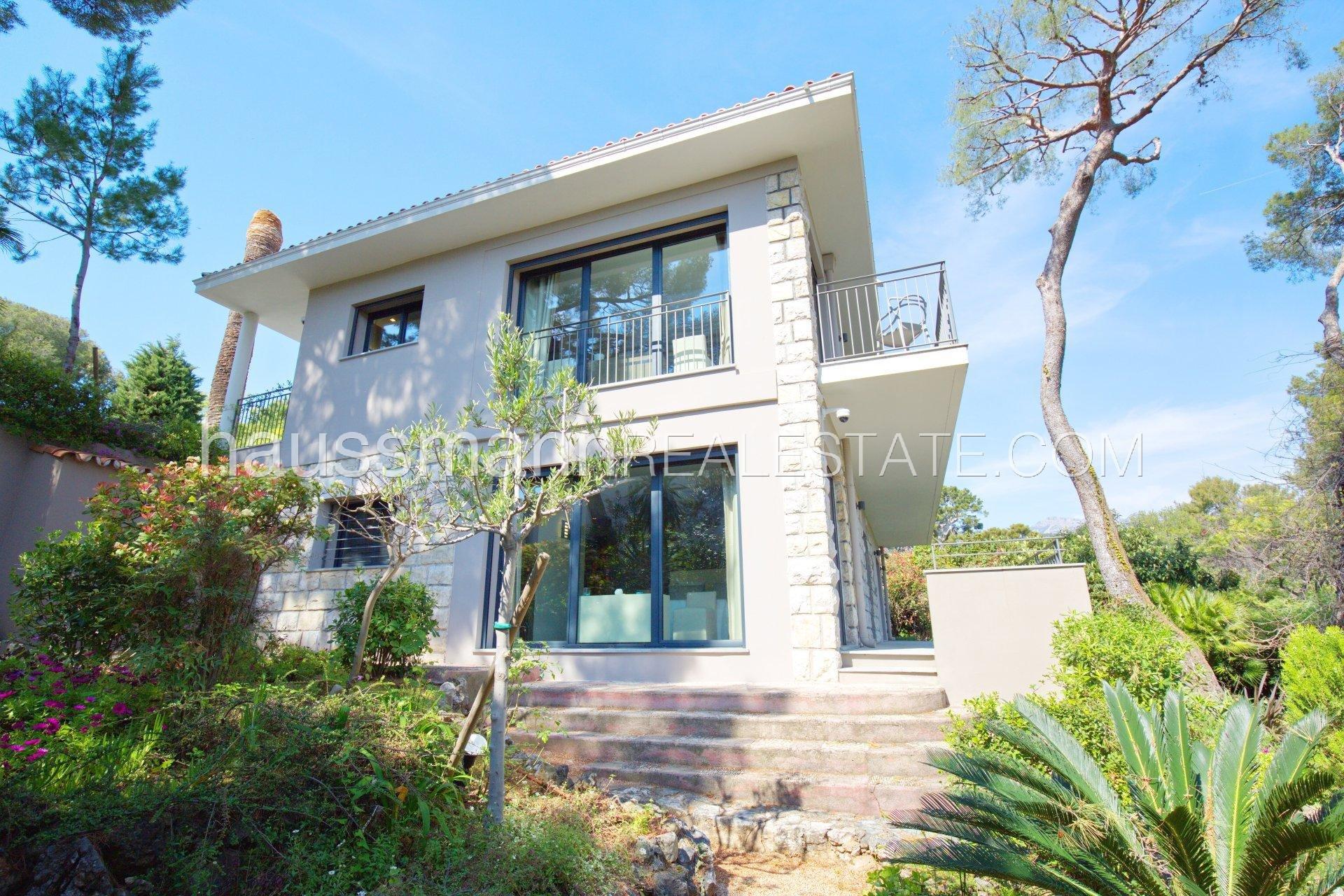 Contemporary villa with sea view and swimming-pool near Monaco