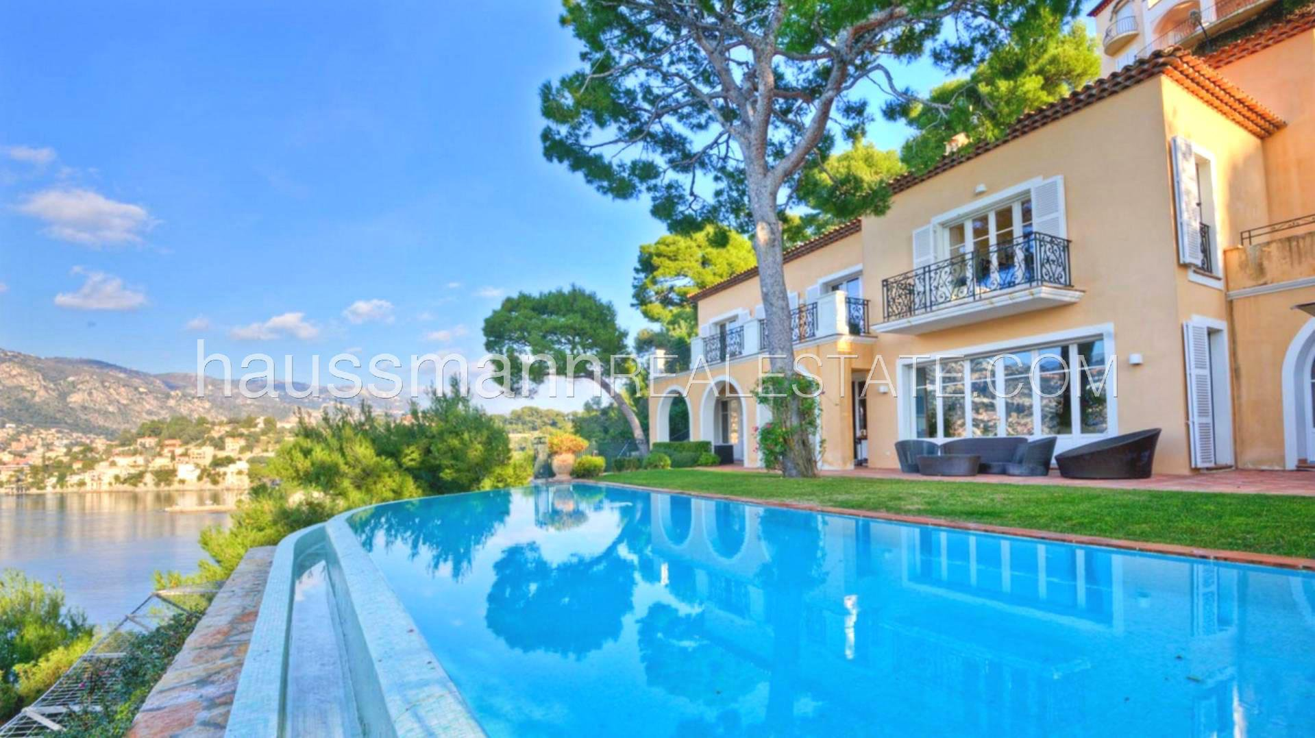 CHARMING PROVENCAL VILLA WITH PRIVATE ACCESS TO THE SEA