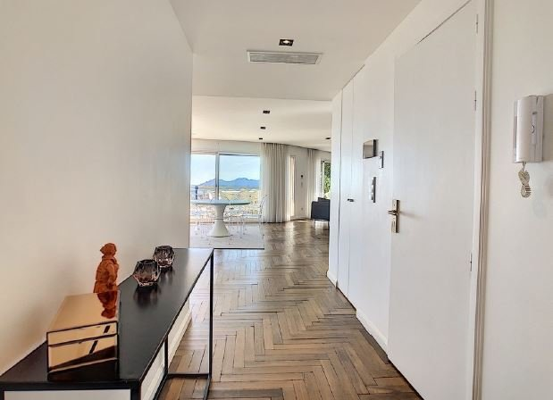 MAGNIFICENT PENTHOUSE WITH PANORAMIC SEA VIEW