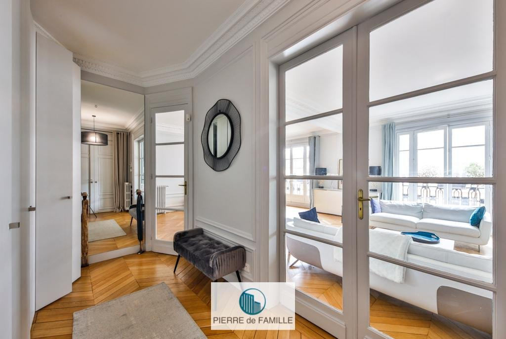Neuilly Mairie- Appartement-Balcon - Cave