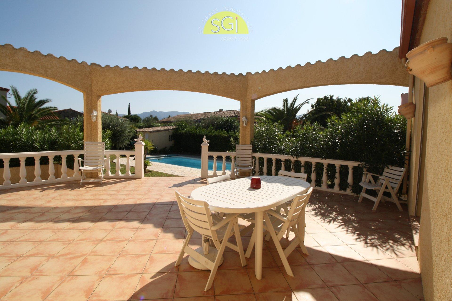 Villa 4 faces avec piscine sur 1005 m2 de terrain