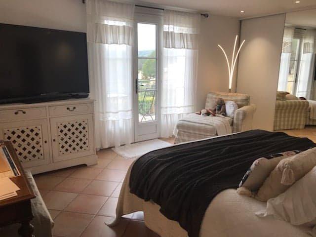 St Antonin, très jolie villa vue dominante+ piscine A vendre