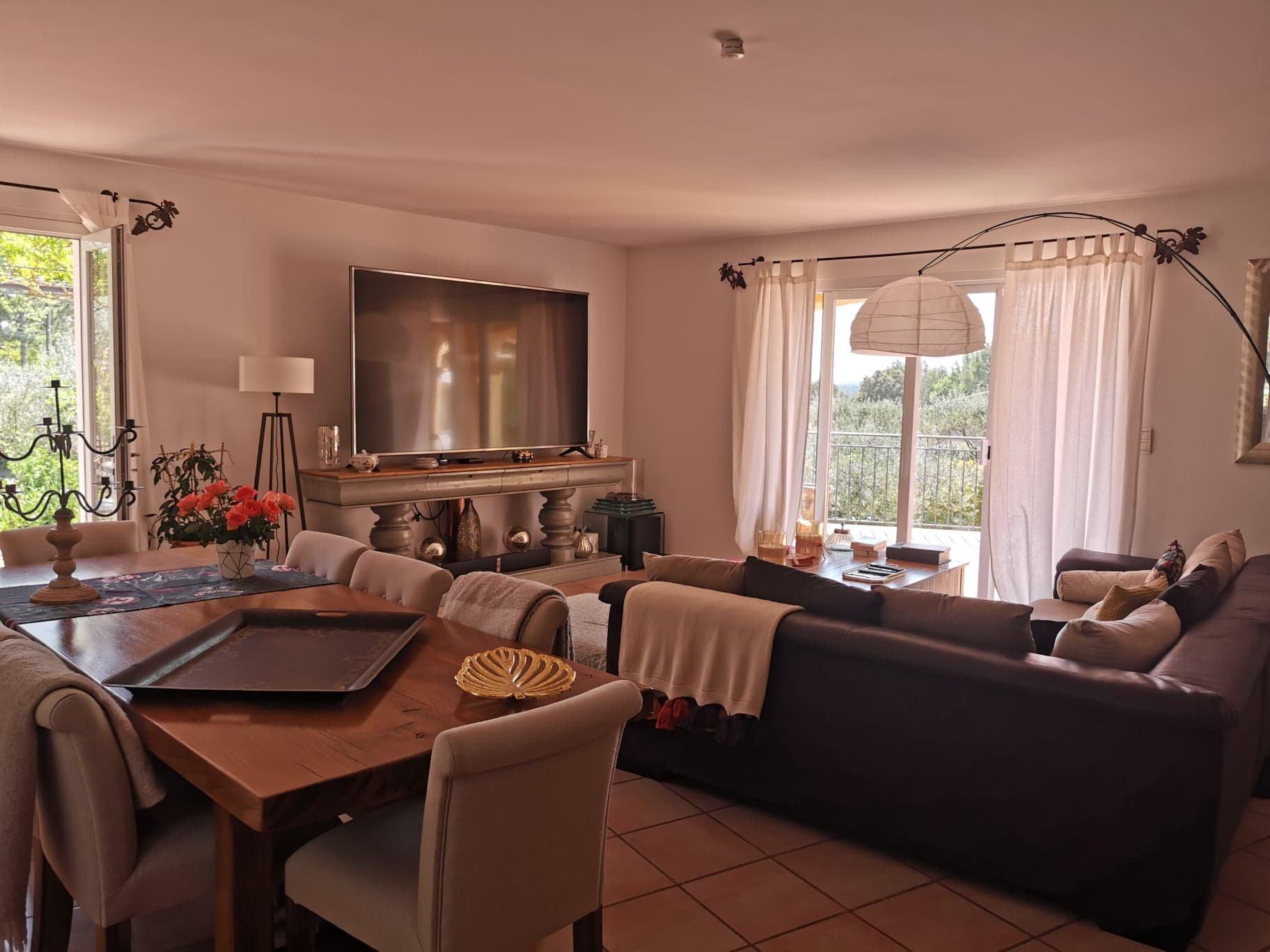 St Antonin, très jolie villa vue dominante+ piscine