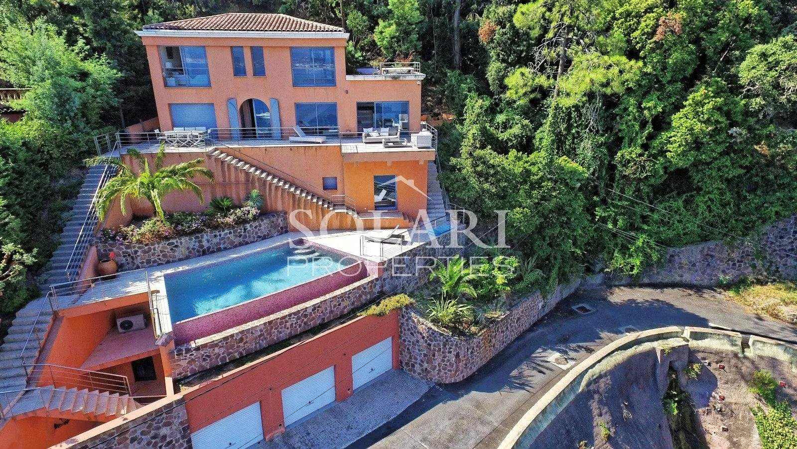 Villa with pool enjoying views over the Cannes Bay