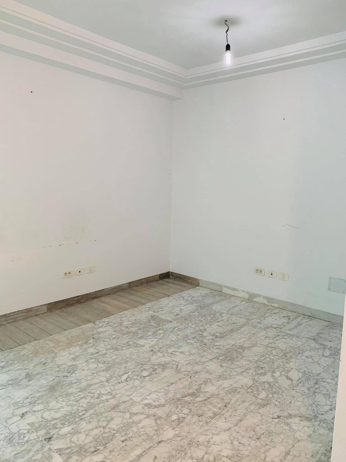 Location Bureau de 3 pièces au Ennasr 2.