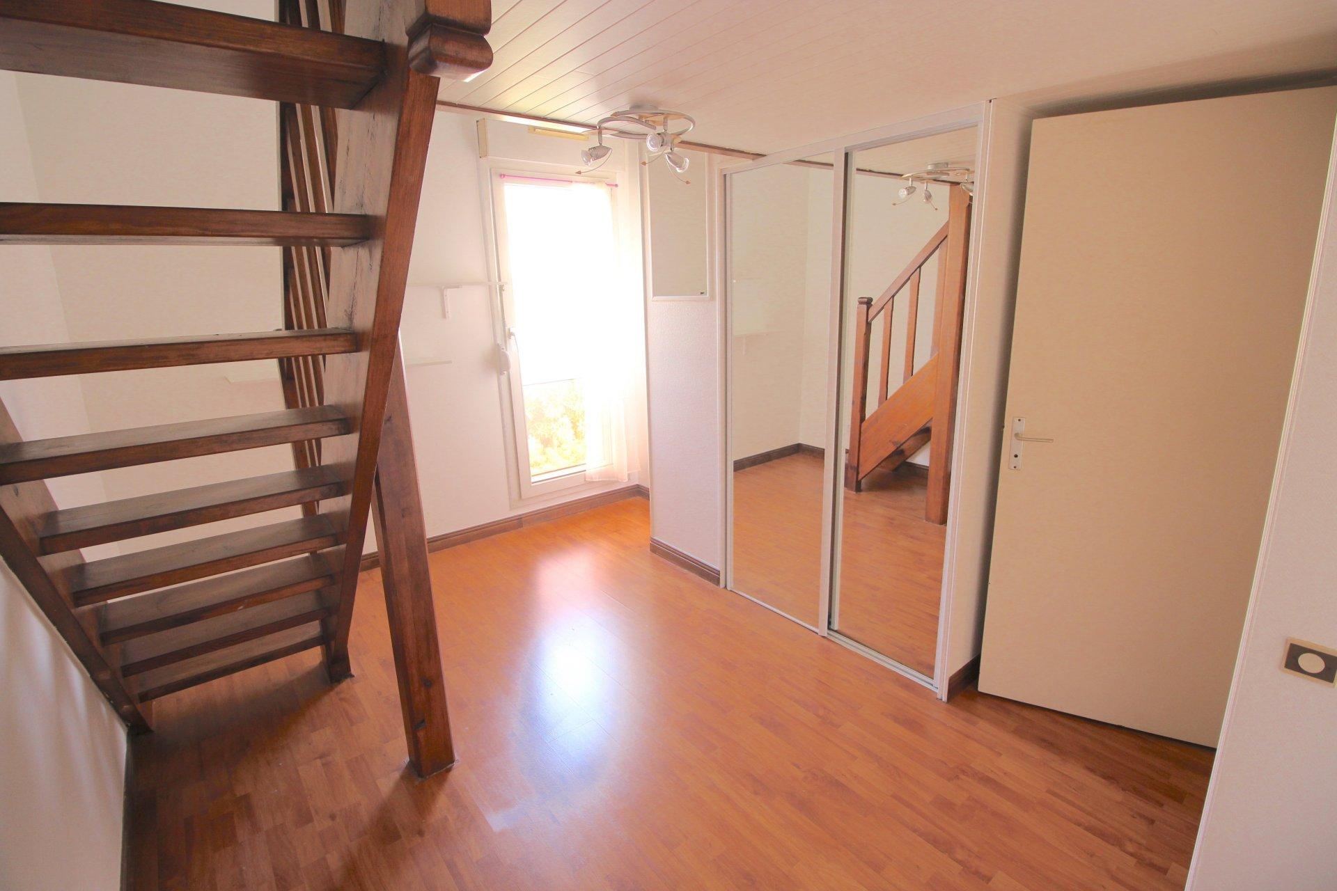 3 bedrooms flat last floor