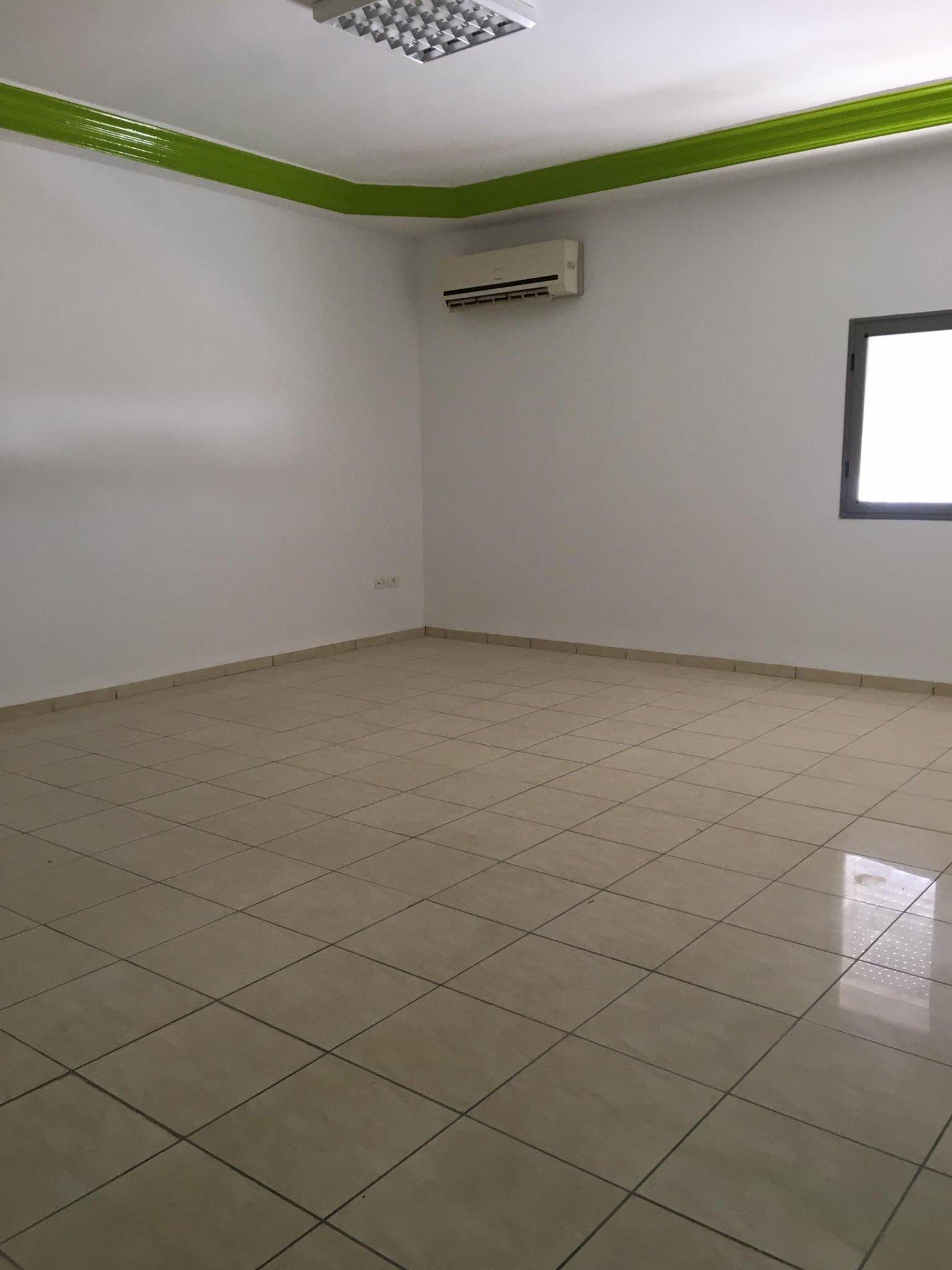 Location Bureau de 3 pièces 80 m² à La Marsa