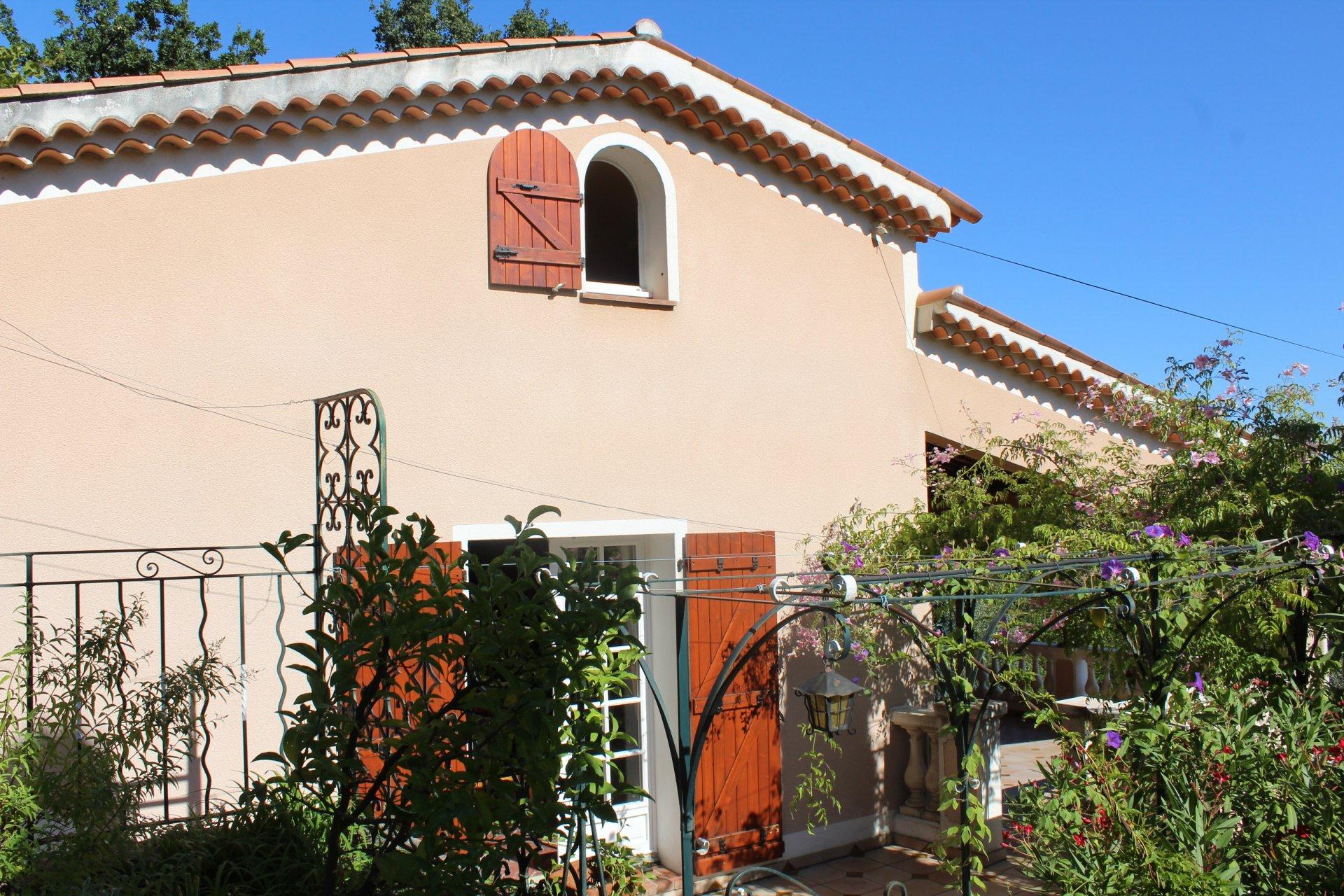 GRASSE Quartier résidentiel proche centre ville villa individuelle en position dominante