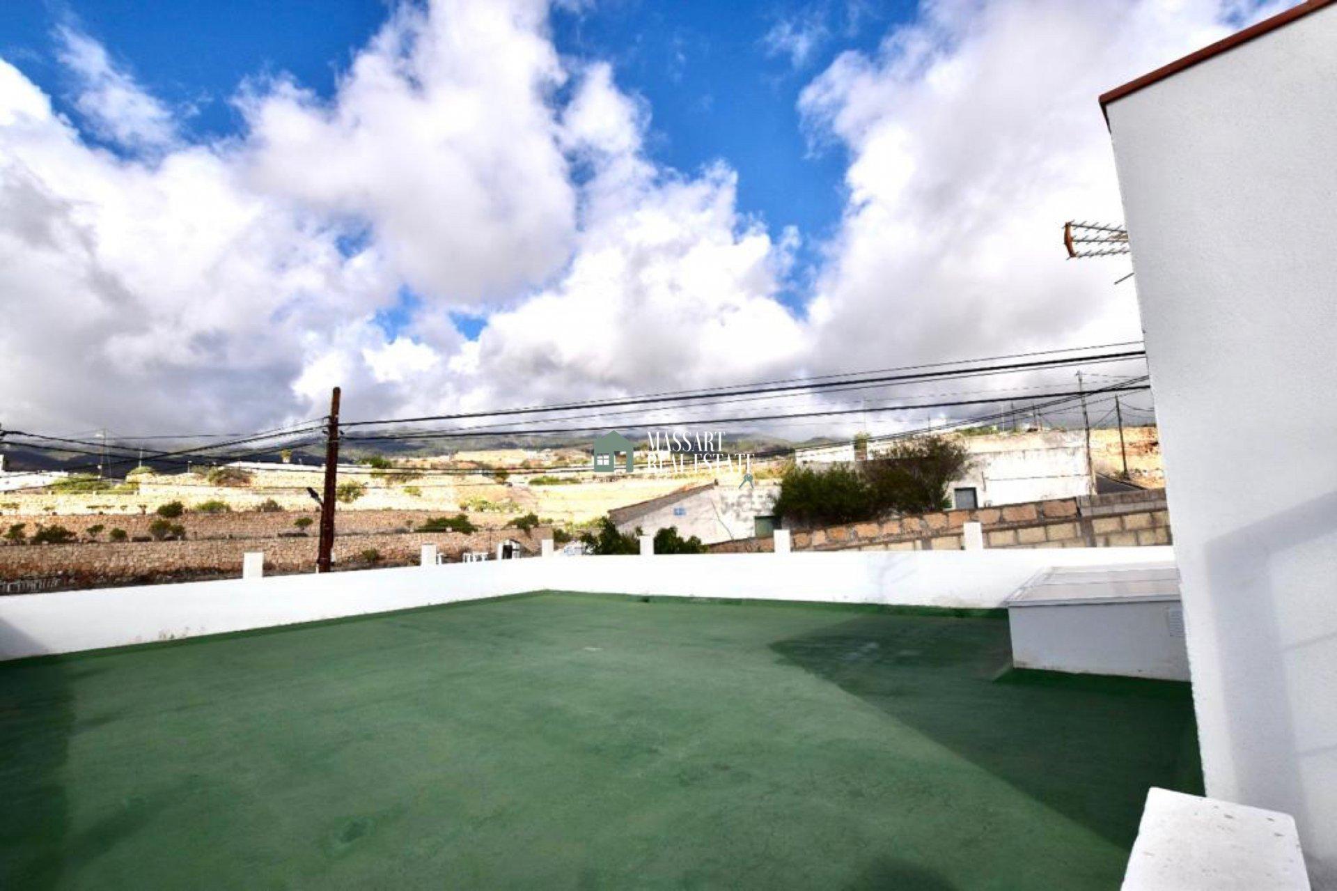 Voor een redelijke prijs kunt u drie woningen hebben op een perceel van 700 m2 in een rustige omgeving in Granadilla de Abona.