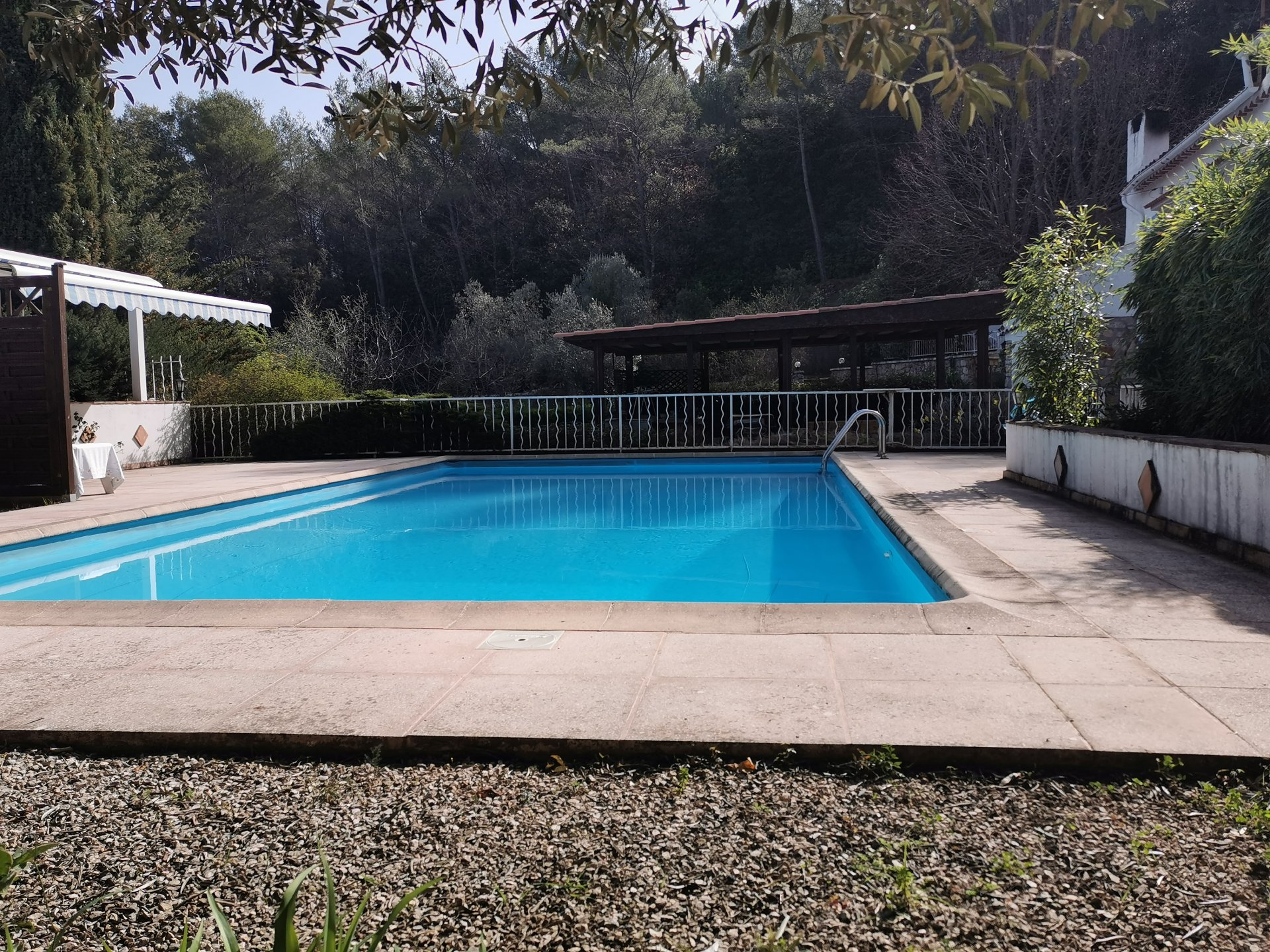 DRAGUIGNAN, villa de charme avec piscine située sur 2290 m²