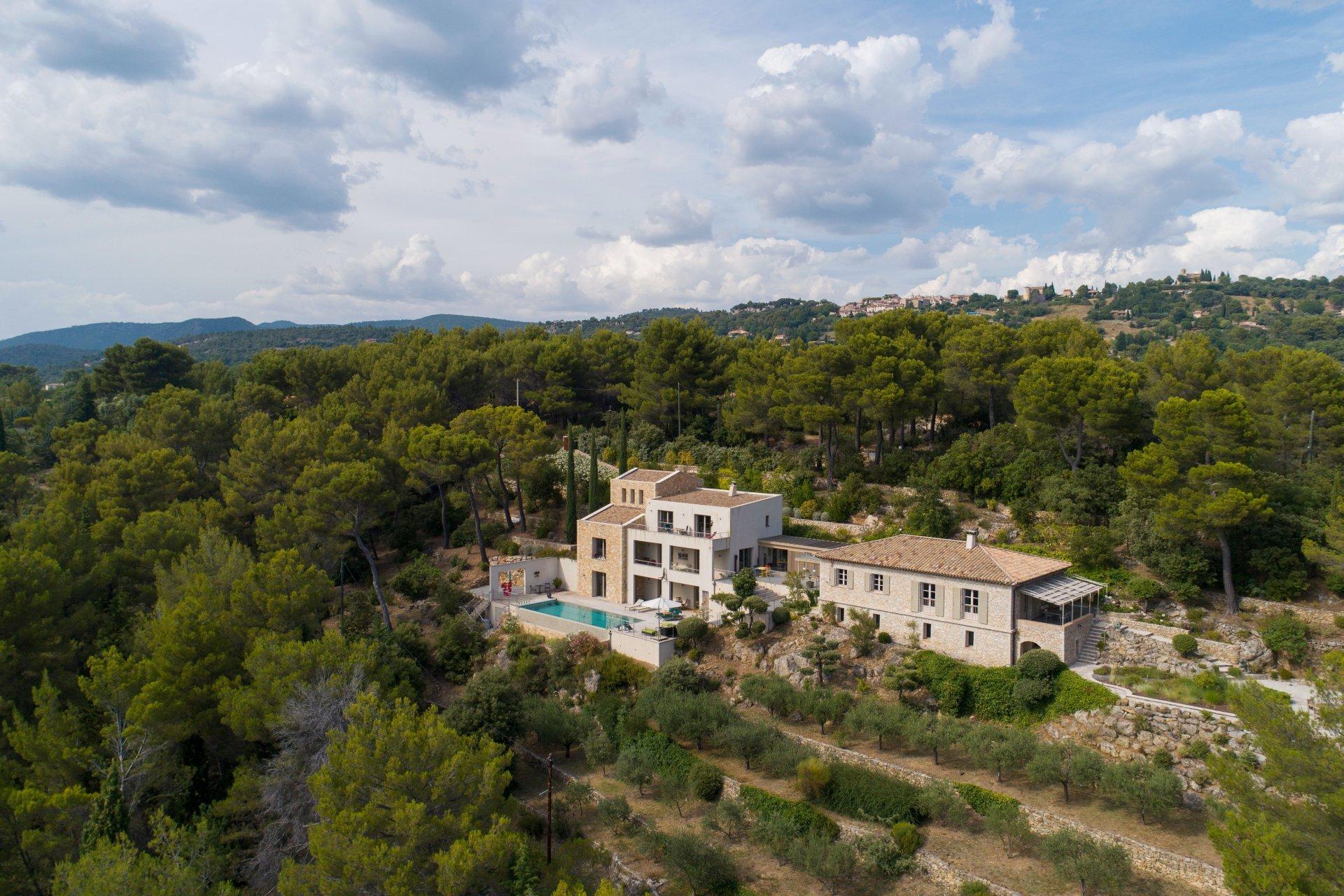 Indrukwekkende property met panoramisch uitzicht dichtbij het dorp Tourtour