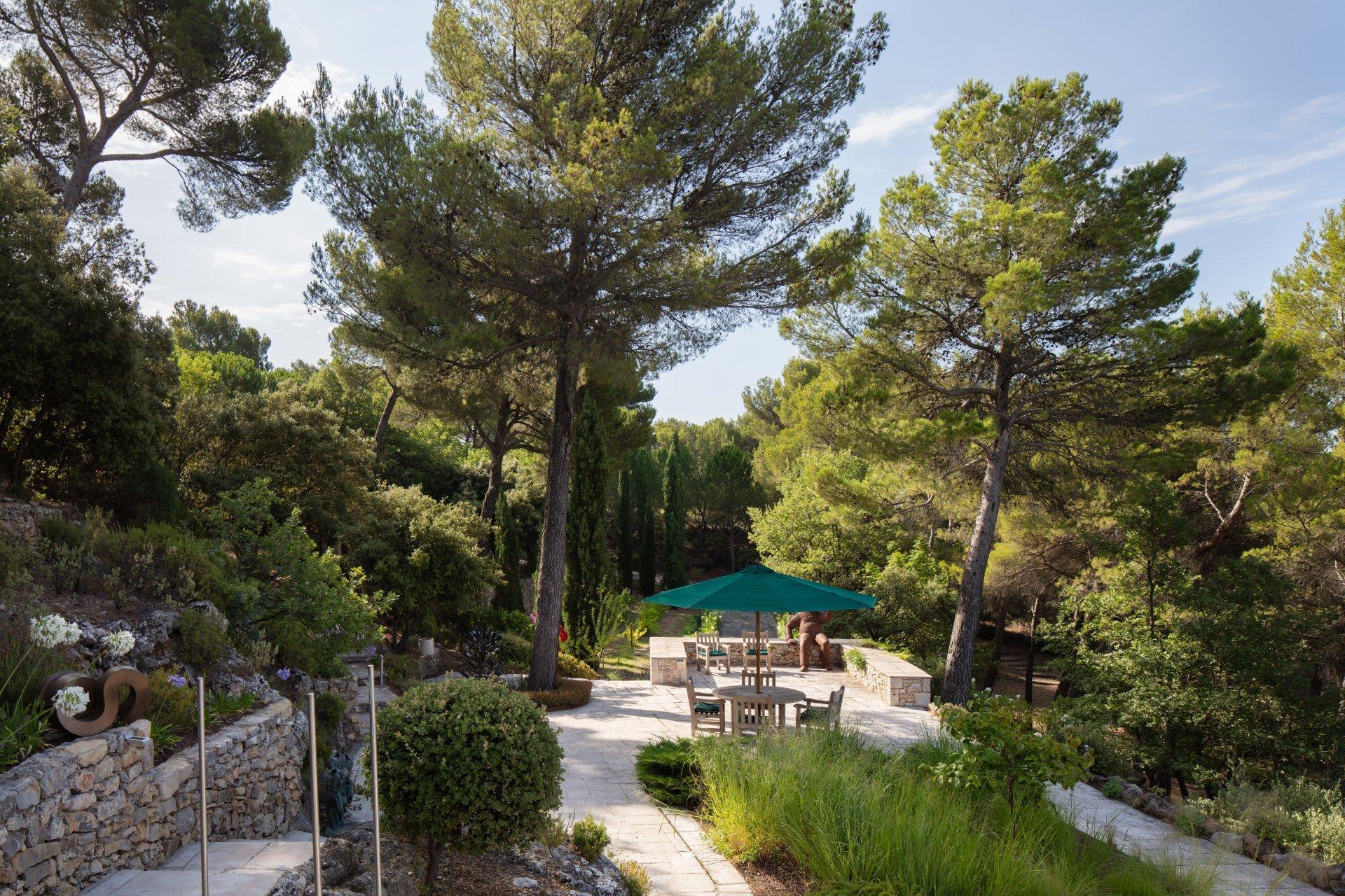 Superbe propriété avec vues panoramiques près du village de Tourtour
