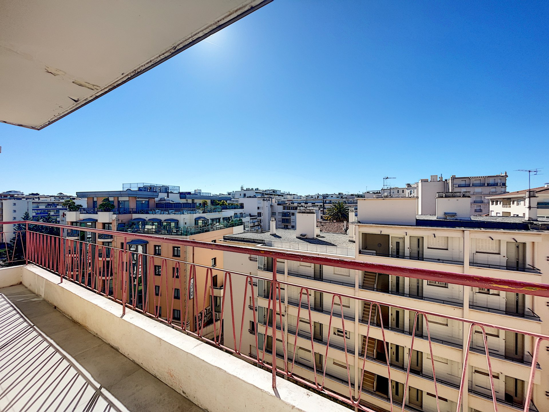 Sole agent. Cannes Martinez. Top floor. 3 rooms to renovate