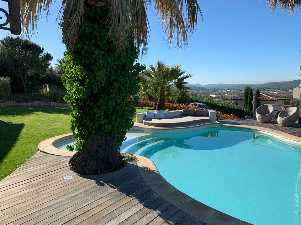 DRAGUIGNAN SUPERB VILLA INFINITY POOL