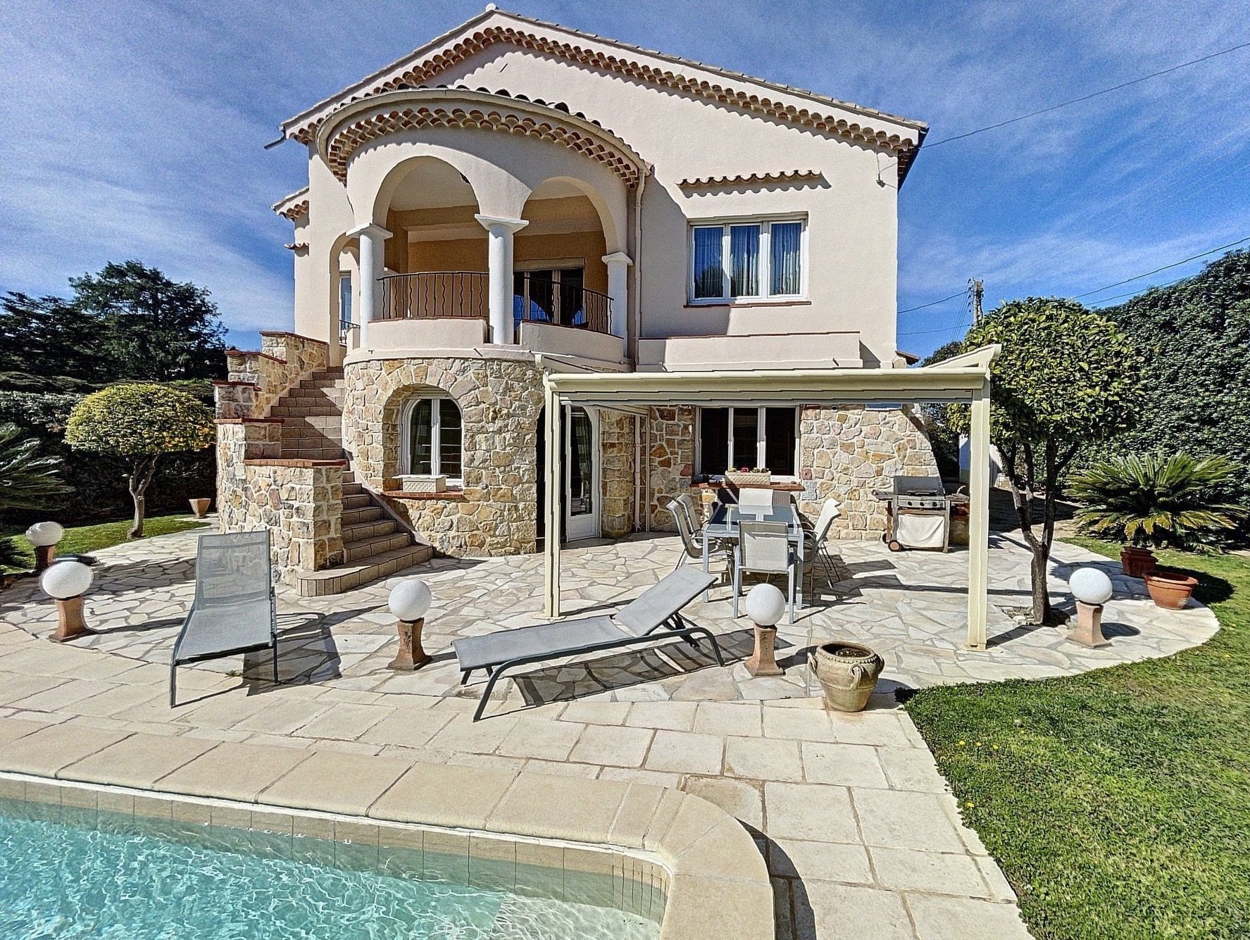 Antibes - chemin des Sables: Villa with swimming pool near the beaches