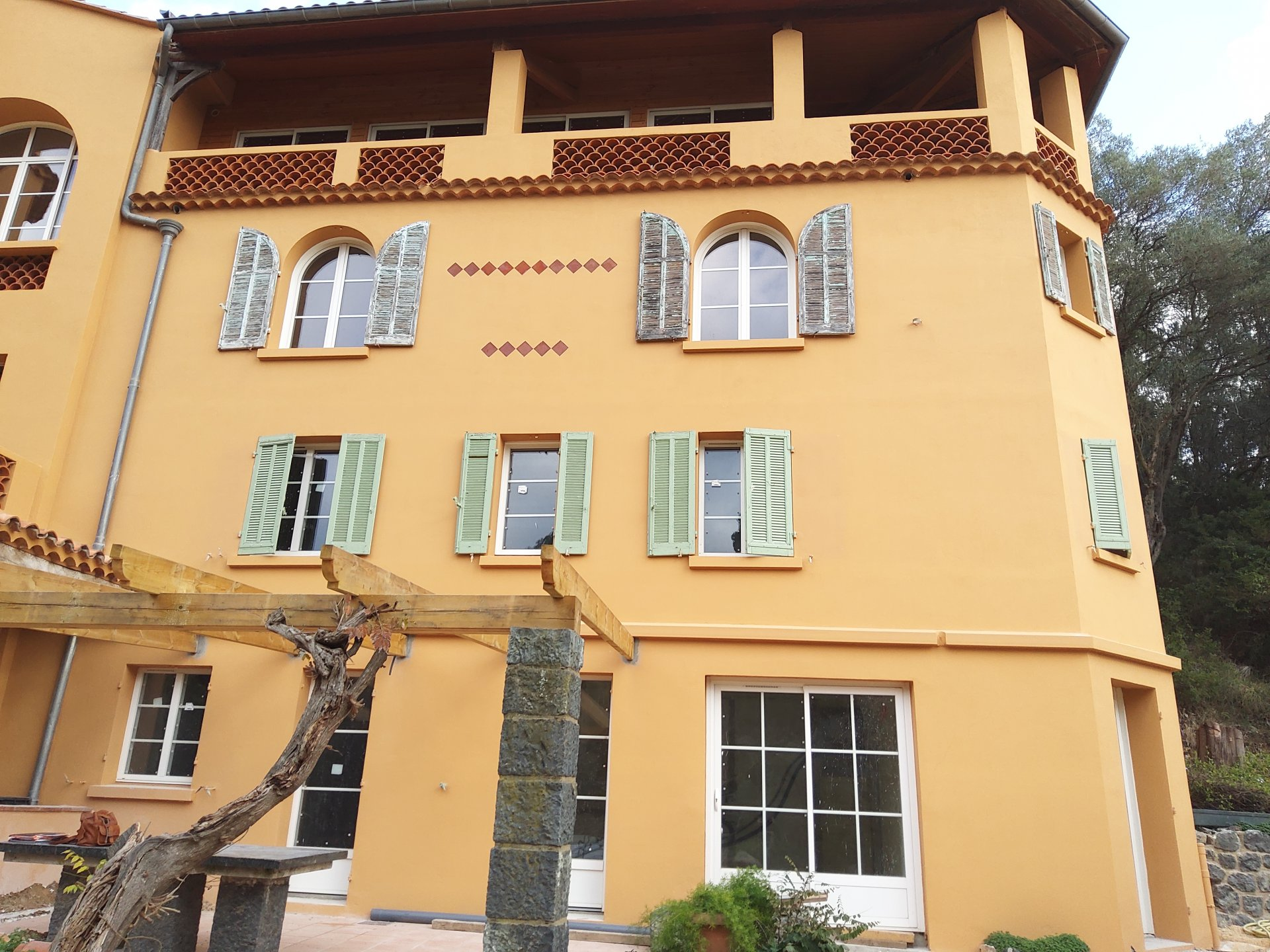 CAVALAIRE - RARE AND VERY ATYPICAL - BUILDING FROM 1930