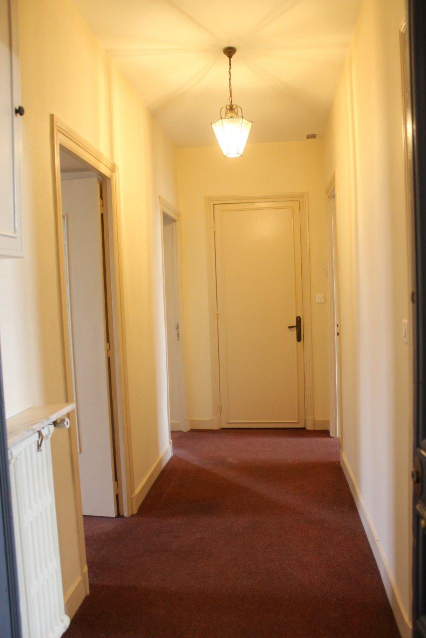 Menton Centre, jardin Biovès, appartement traversant!