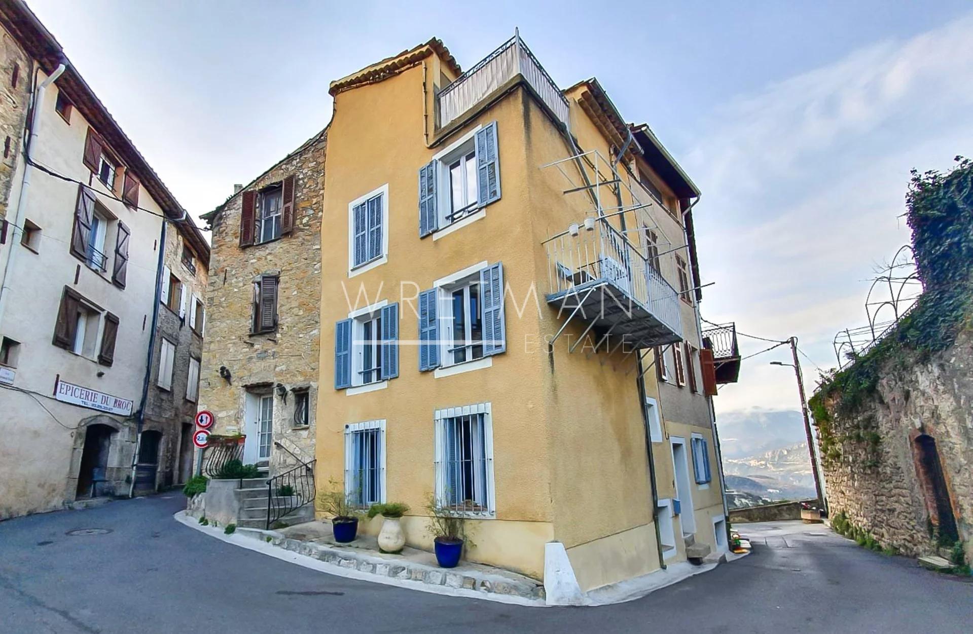 Charmigt byhus med terrass - Le Broc
