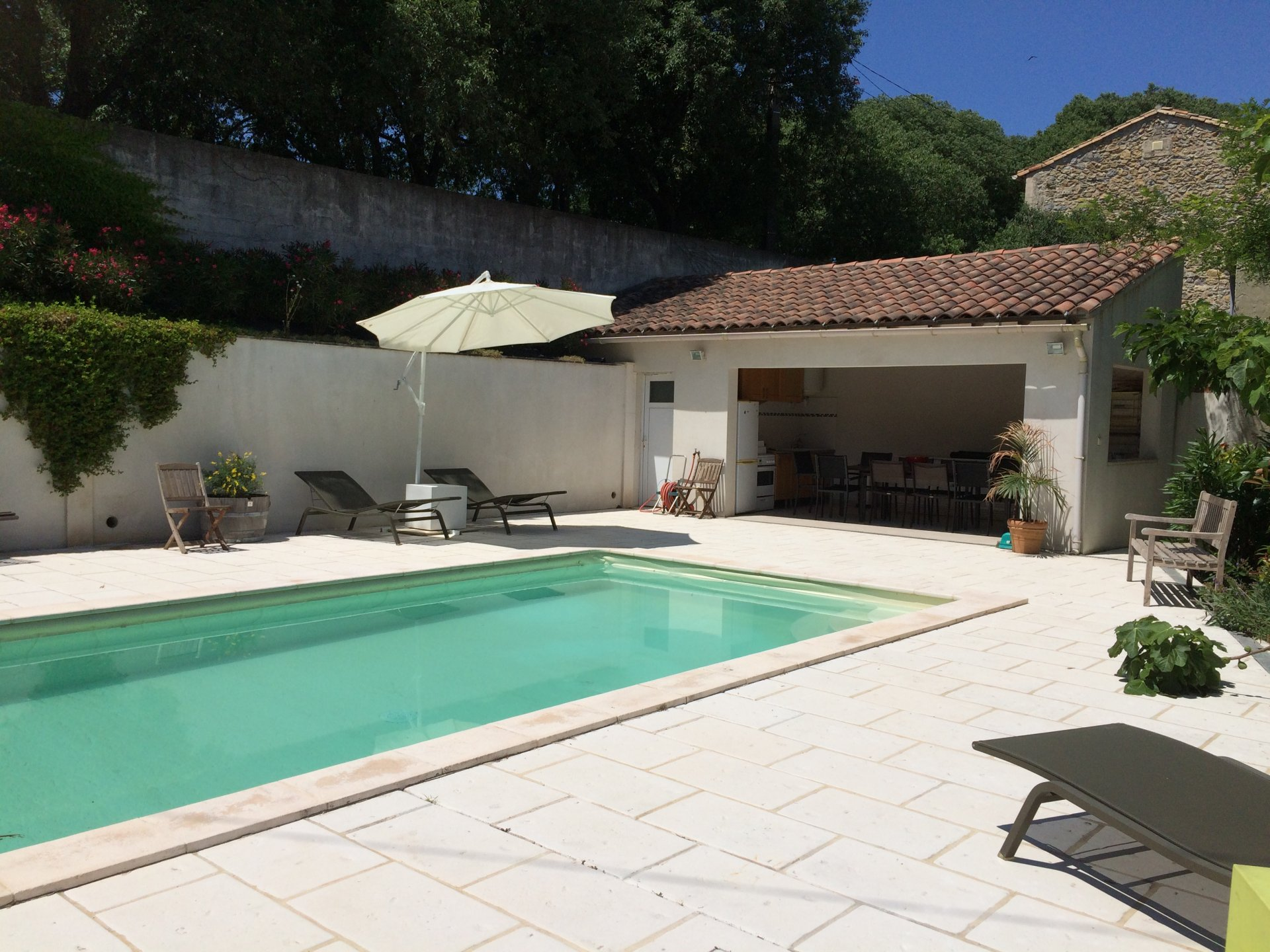 Beautiful house with quality amenities close to Arles historic center