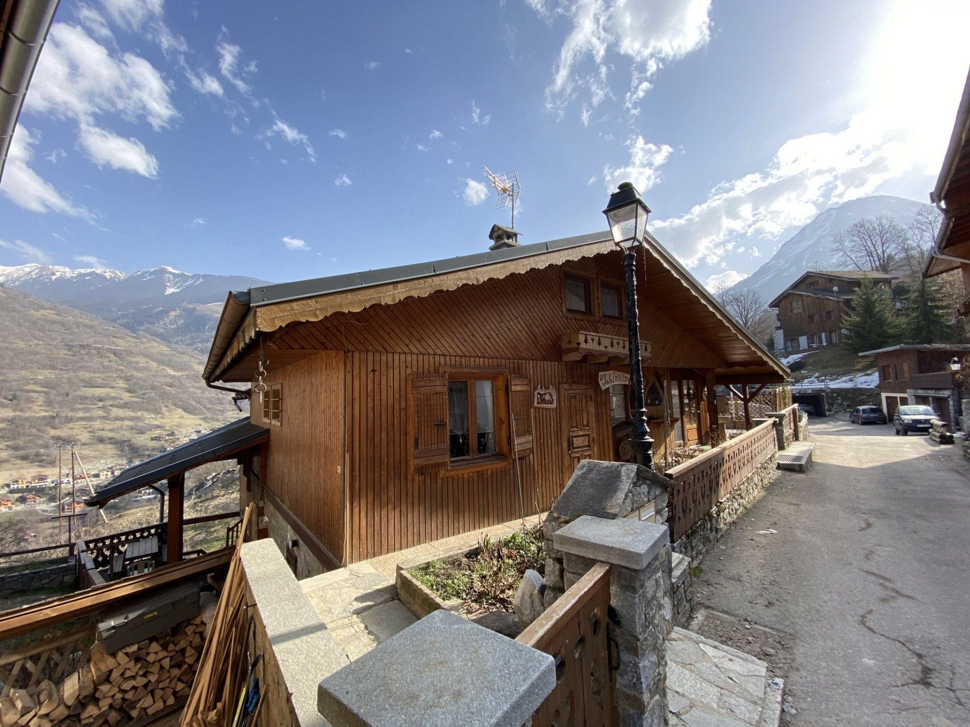 Large property with main house and 4 apartments with mountain views
