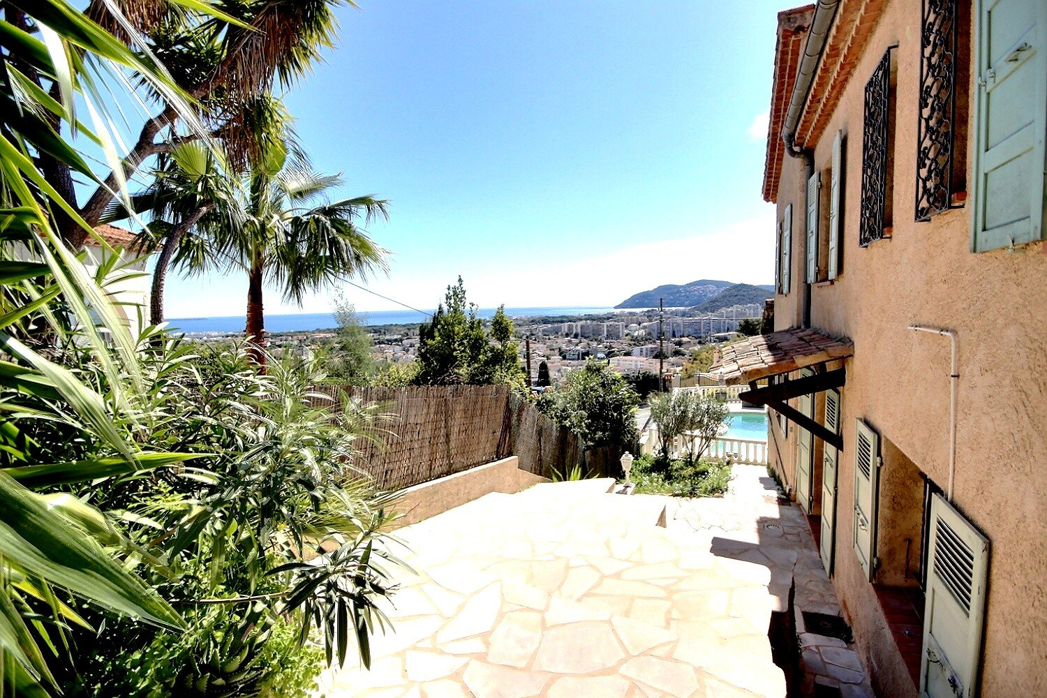Villa with panoramic sea view for sale in Mandelieu