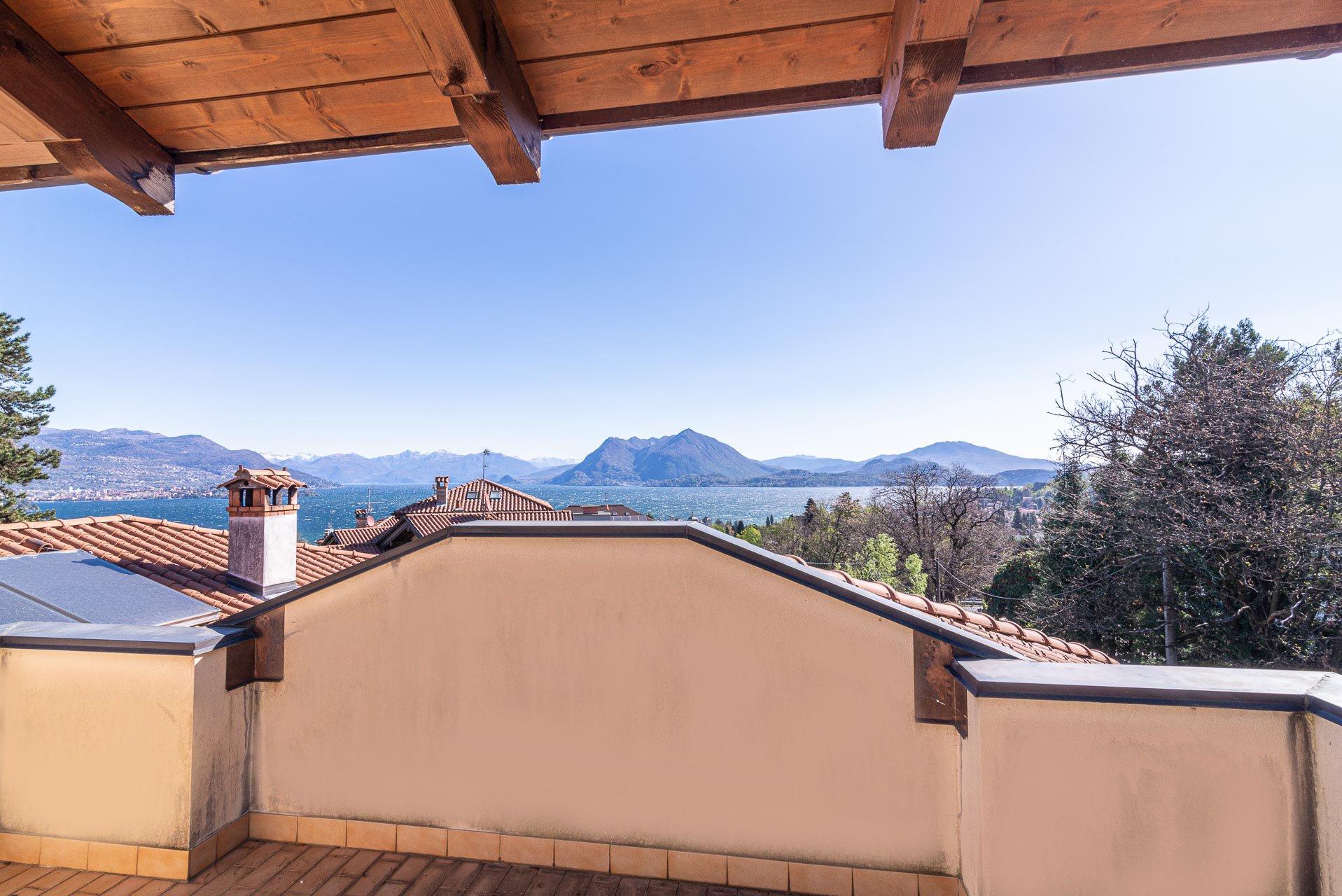 Porzione di Villa a Stresa con giardino
