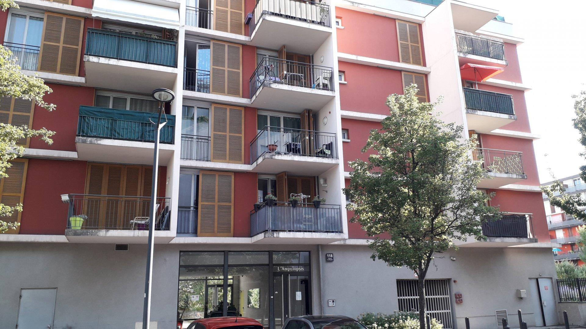 T4 avec  terrasse et  balcon  / Grenoble Stalingrad / Vigny-Musset