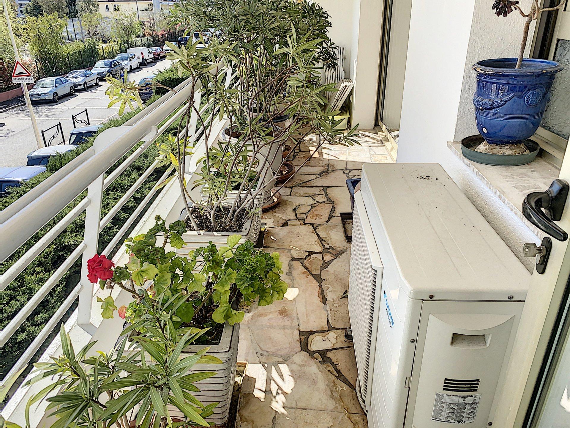 Studio arrière Croisette /Palm Beach résidence de standing