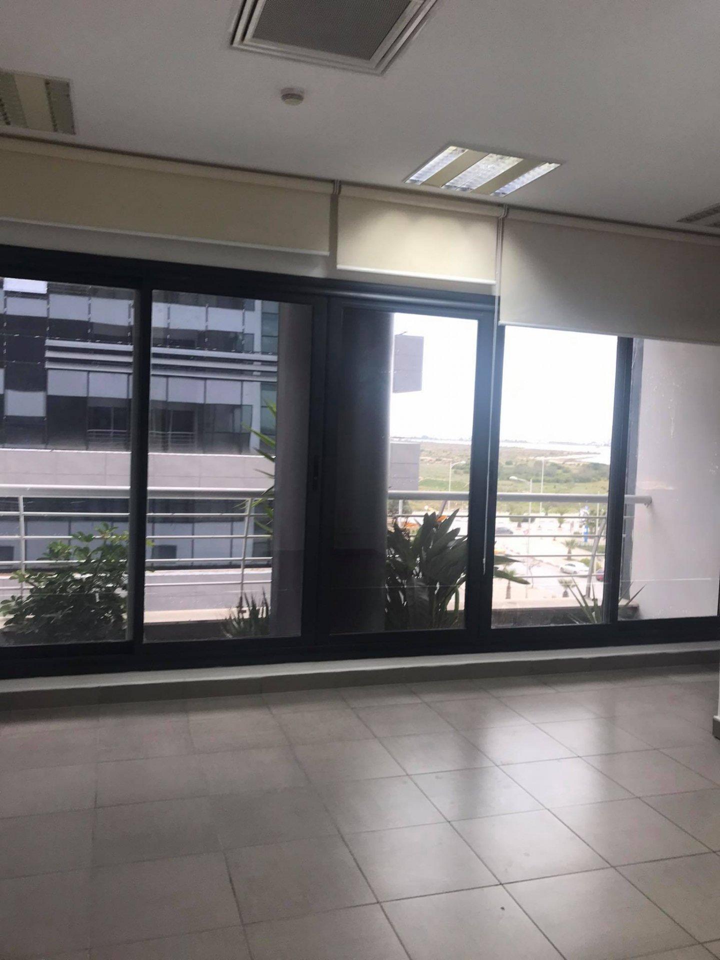 Location bureau 4 pièces et open space de 274 m² au Lac 2