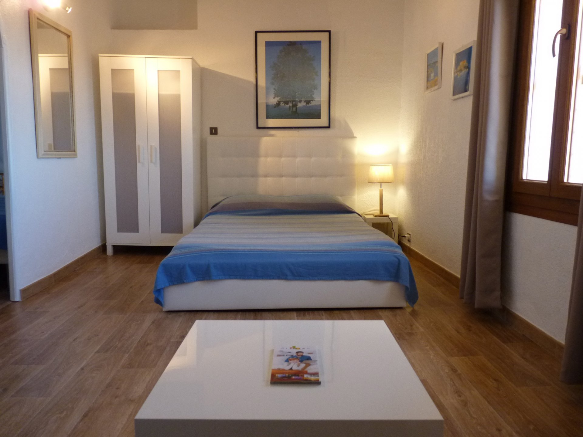 CHANGING YOUR LIFE: a small hotel in a good location, do you like it ? SALE WALLS AND BOTTOMS.