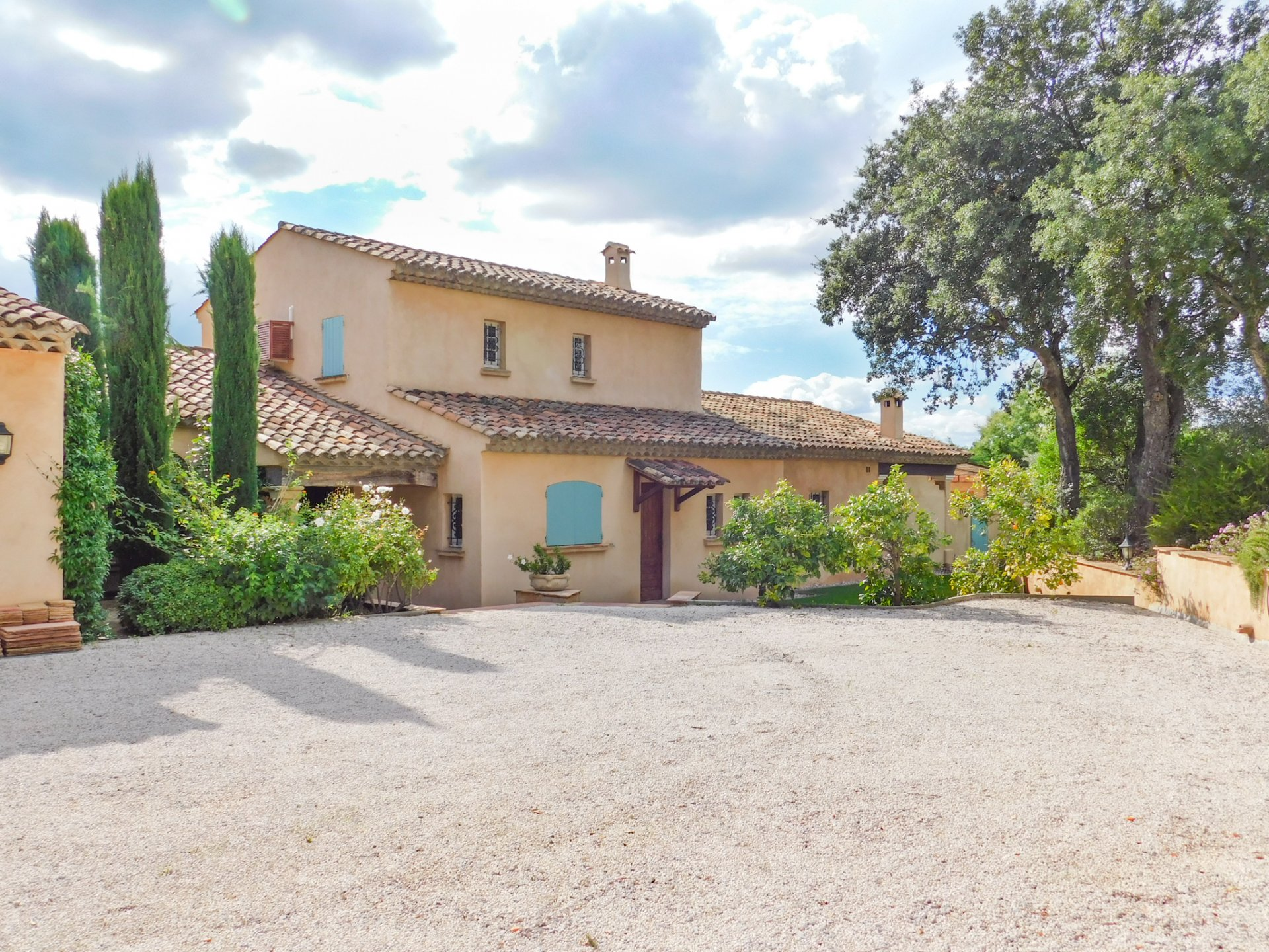 Gulf of St Tropez - Magnifient provençal style property with sea-view.