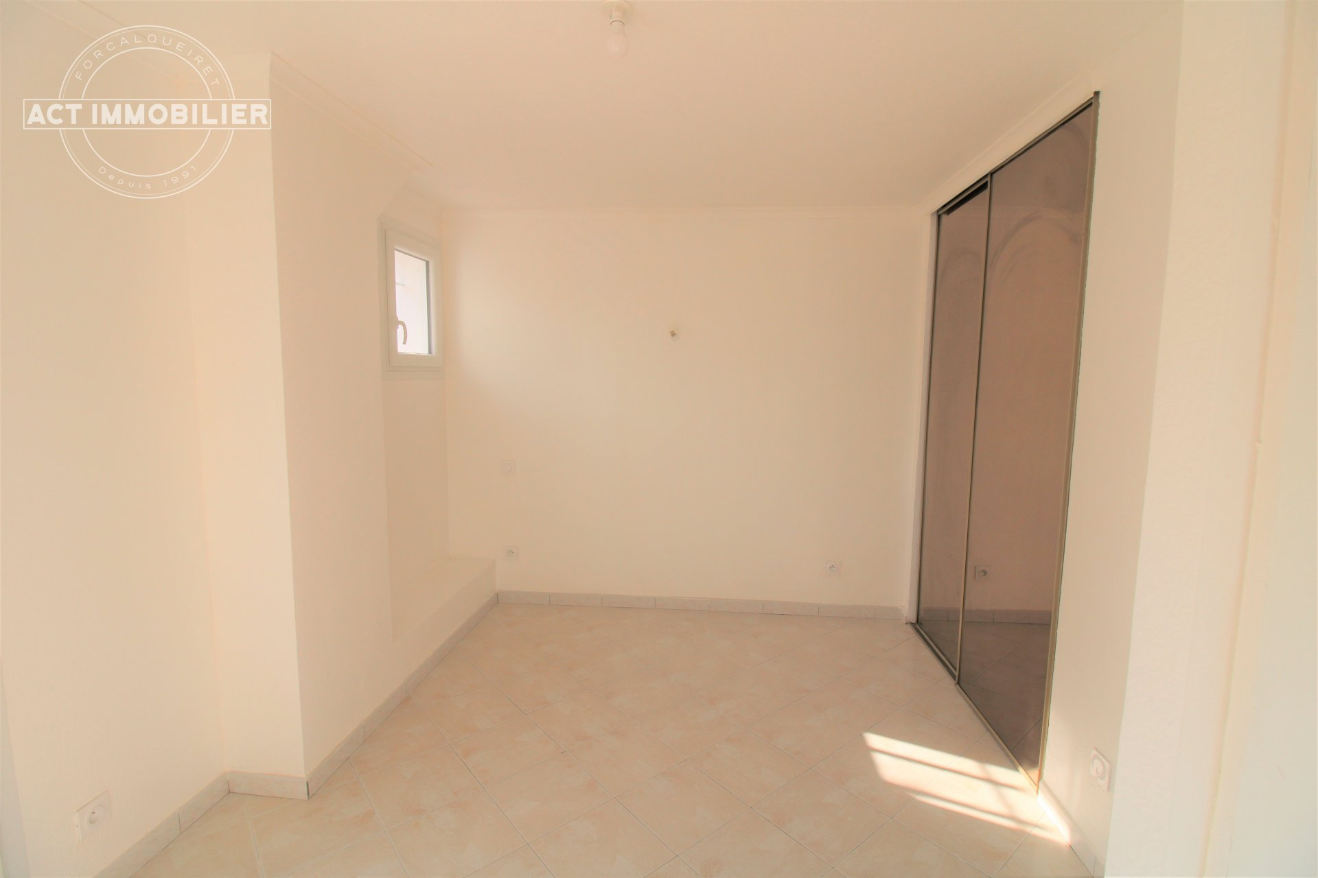Bas de villa de 72m²  sur terrain de 430 m² env.