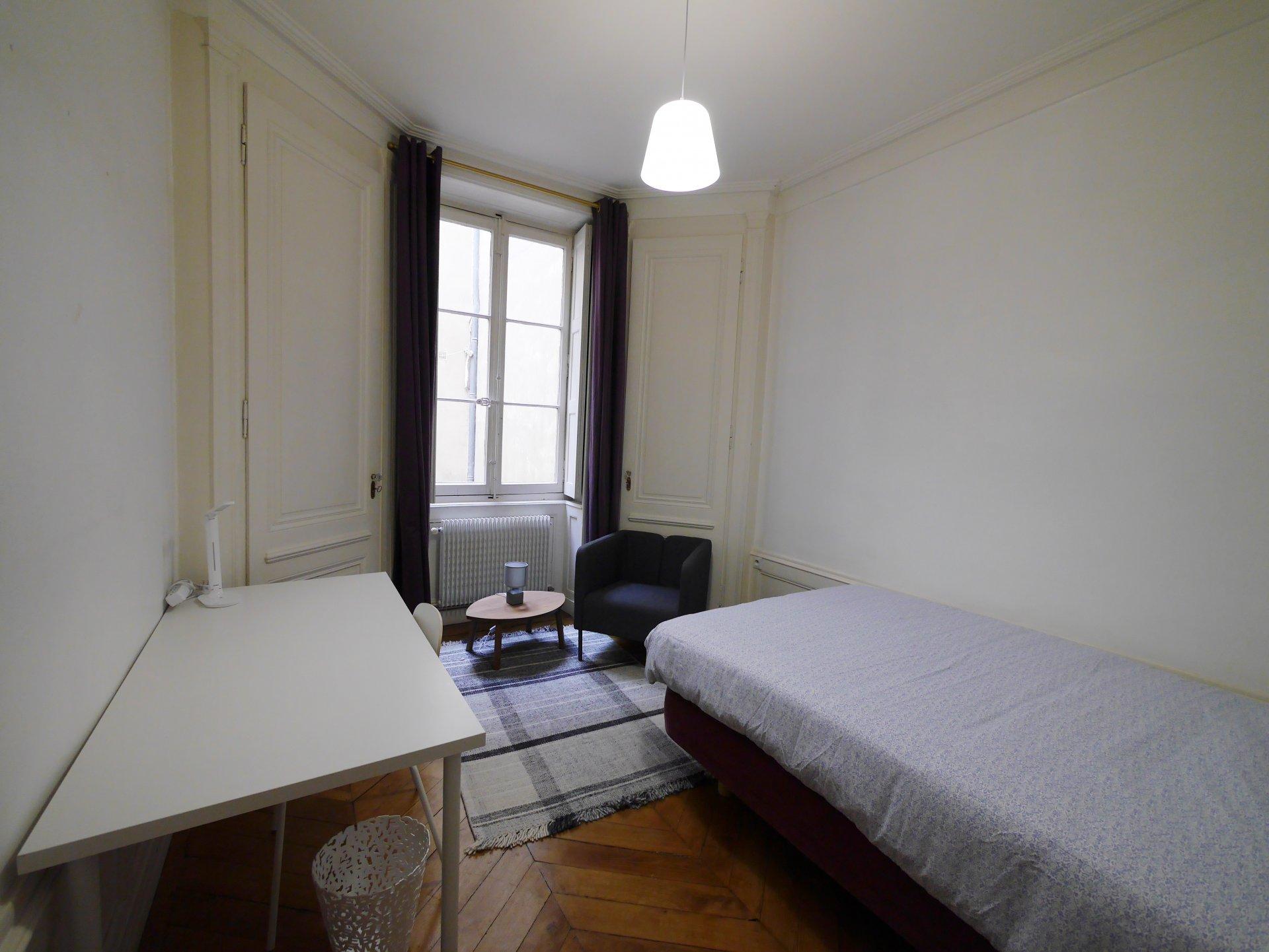 T4 meublé Quai Tilsitt idéal colocation