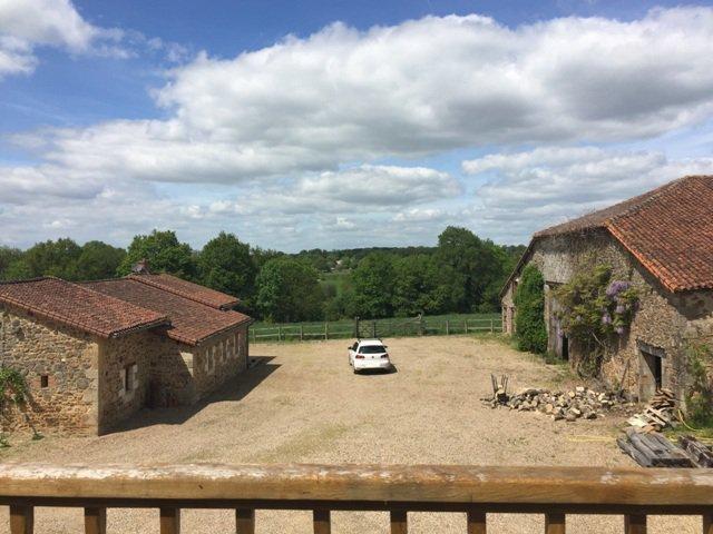 Karpatenseen mit 3 Häusern in der Nähe von Confolens, Vienne