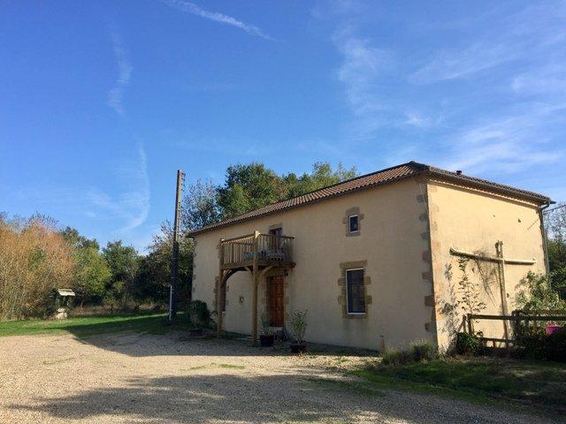 2 maisons avec lac à vendre près de Confolens - Vienne