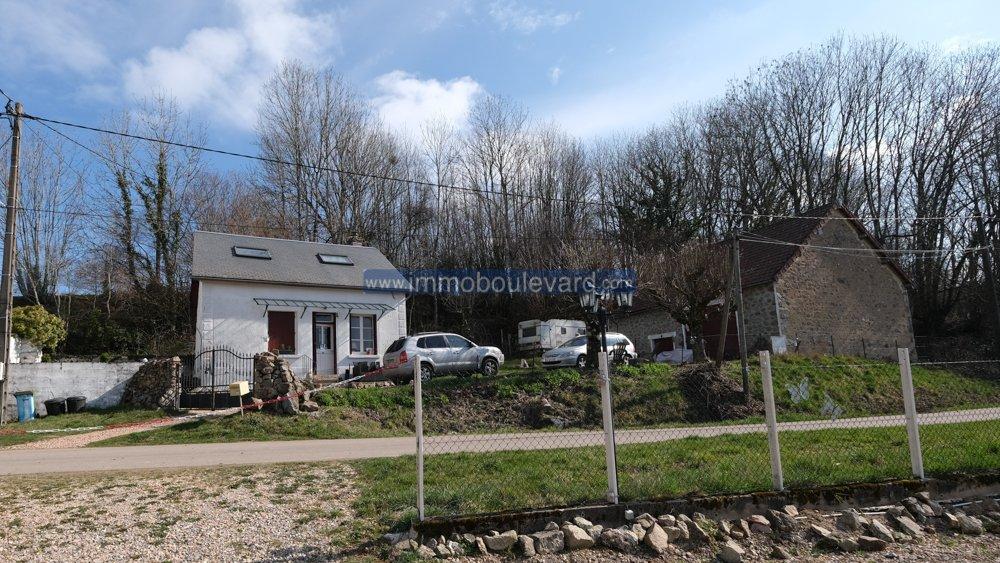 Natursteinhaus mit Scheune zu verkaufen in der Nähe von Arleuf, Morvan