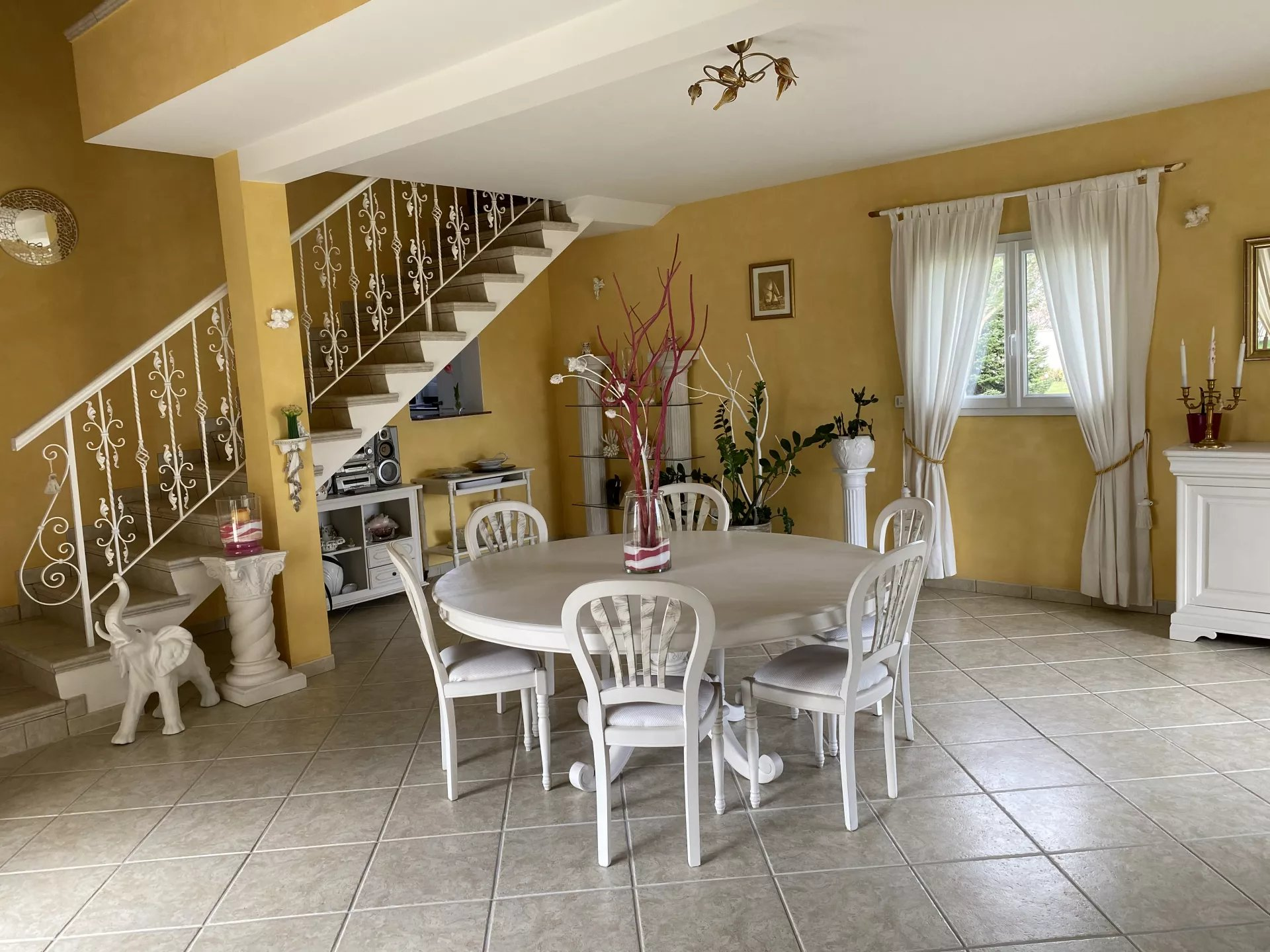LUXUEUSE Villa T7 de 220m2 avec un terrain de 3 000m2