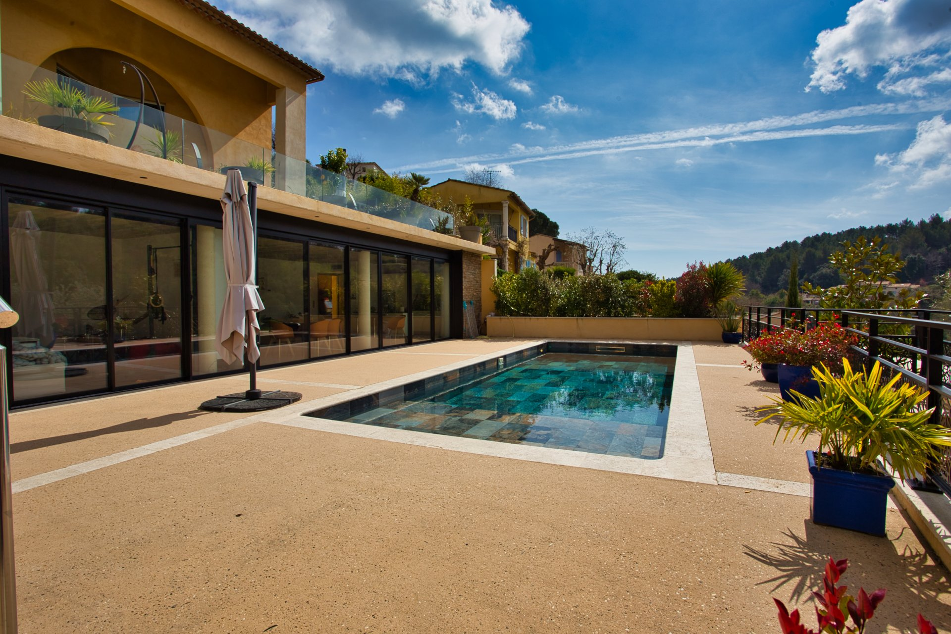 Villa con Piscina composta da 2 appartamenti vicinanze Biot Village