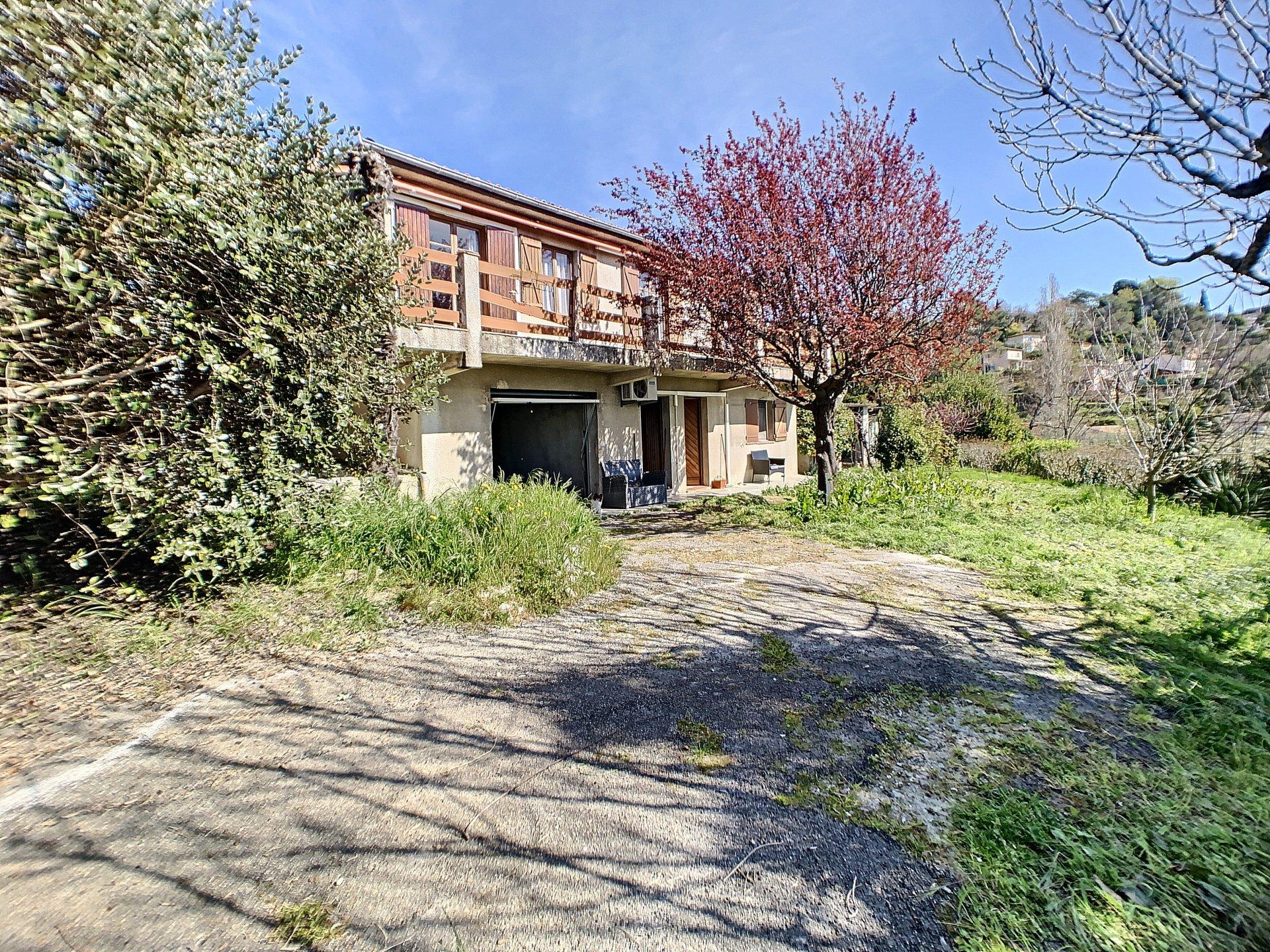 Villa 7/8 pièces terrain 2100 m2