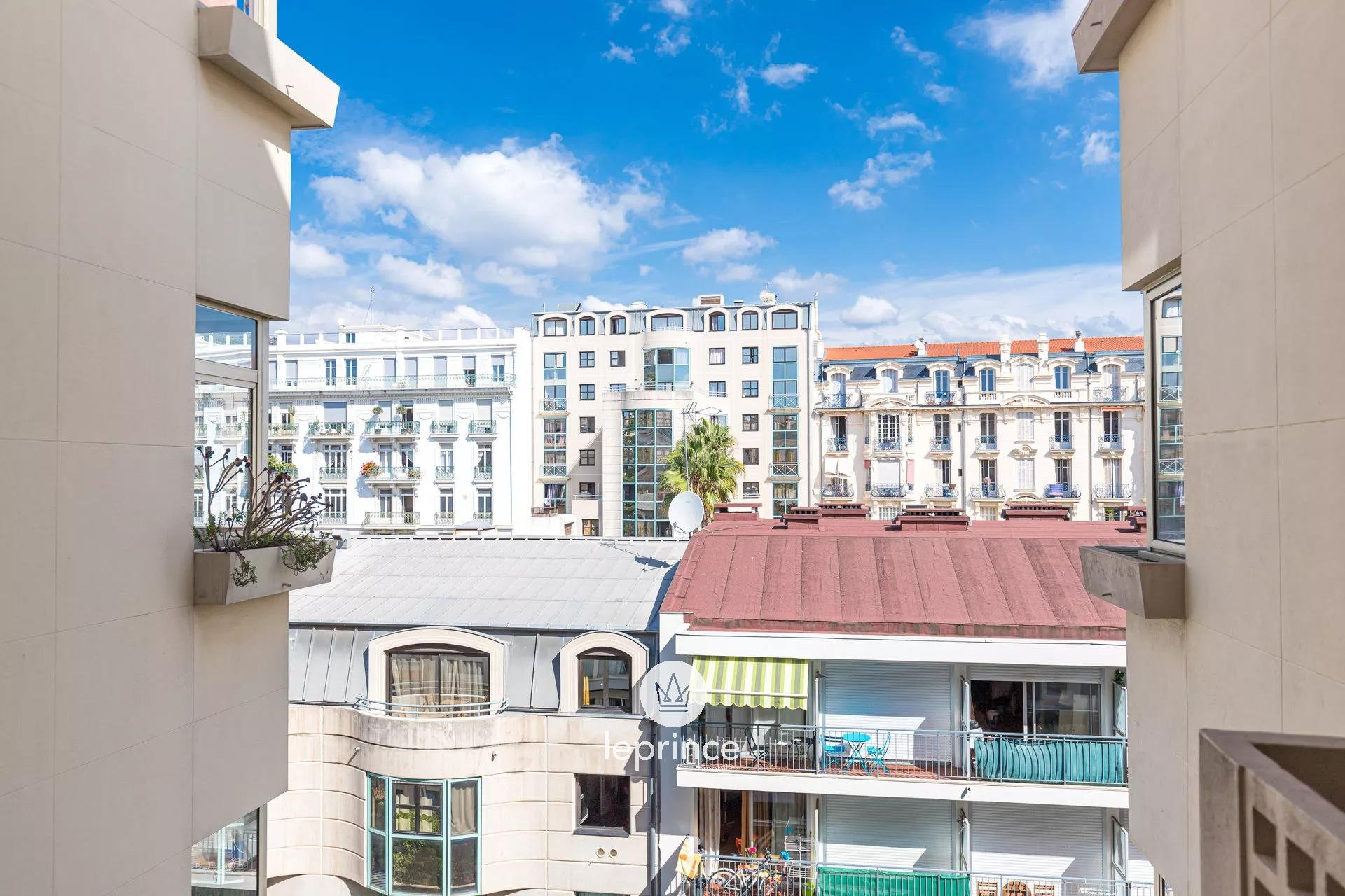 Nice Fleurs - 2 bedroom apartment Balcony and Terrace