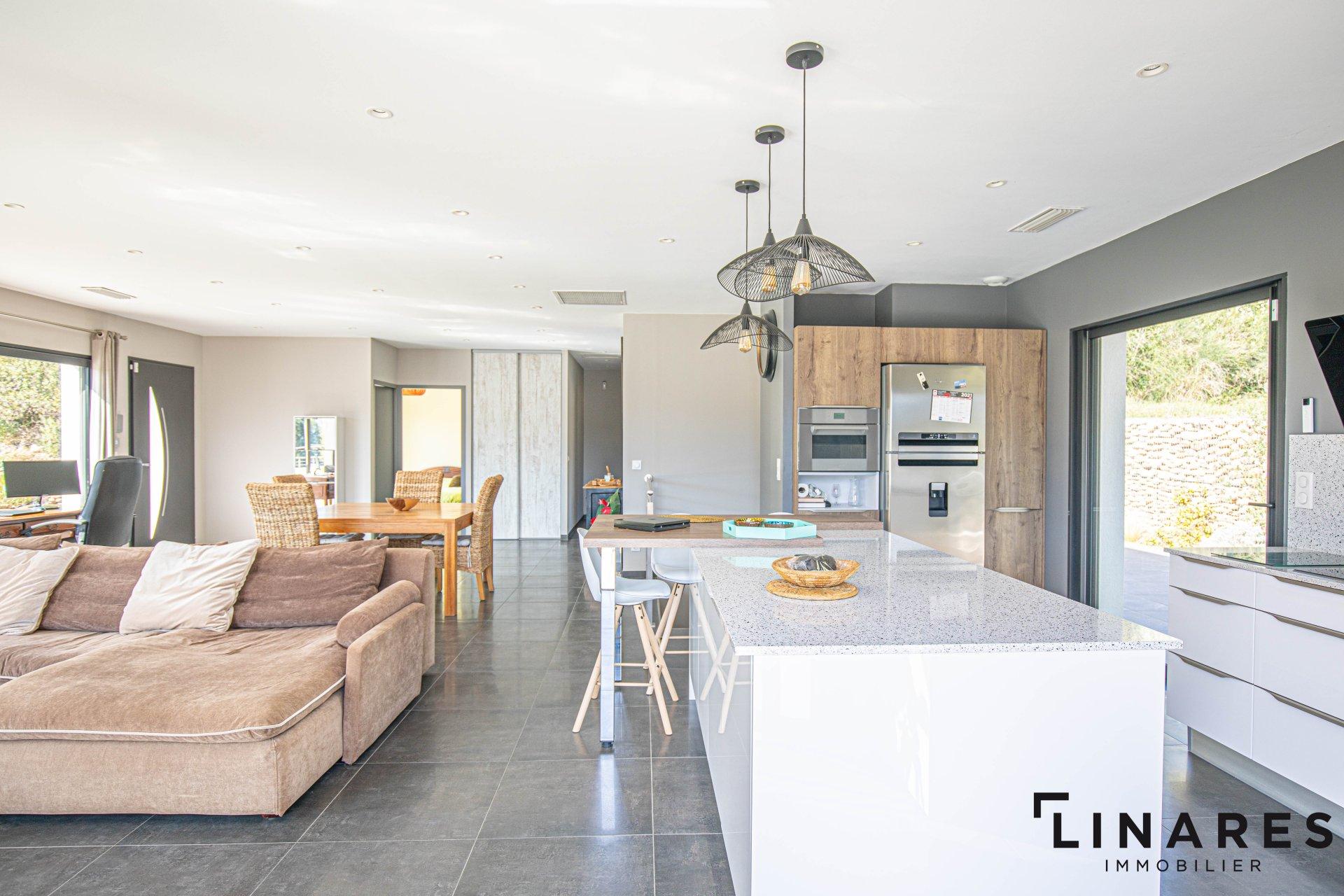 LA SURPRENANTE - Villa T4/5 de 310m2 (210+100) -Terrain 4000m2