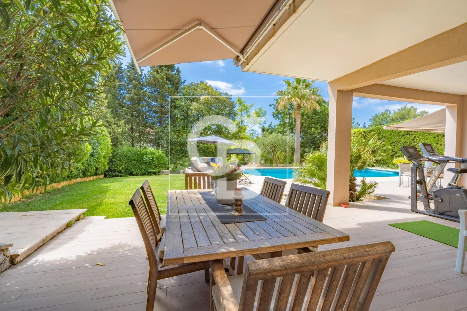 MOUGINS - VILLA - 4 BEDROOMS - CLOSE TO COMMODITIES