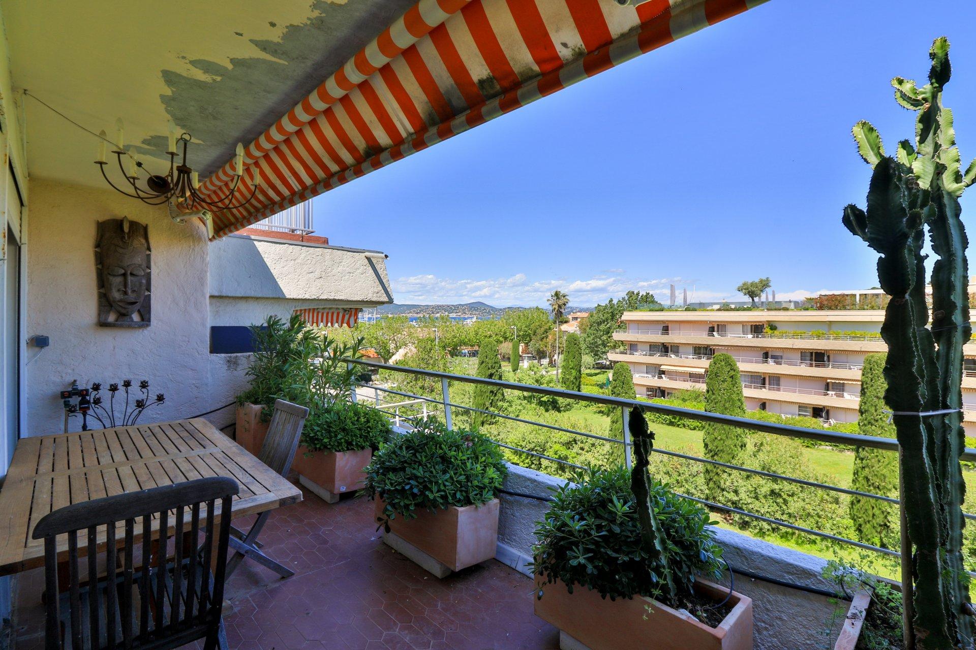 Appartement centre Saint tropez toit terrasse  VUE MER